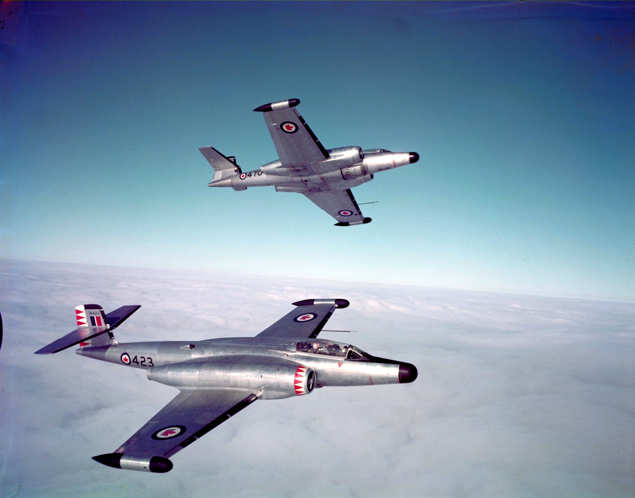 Two CF-100 Mk IV Canucks in flight. PHOTO: DND Archives, PC-1089