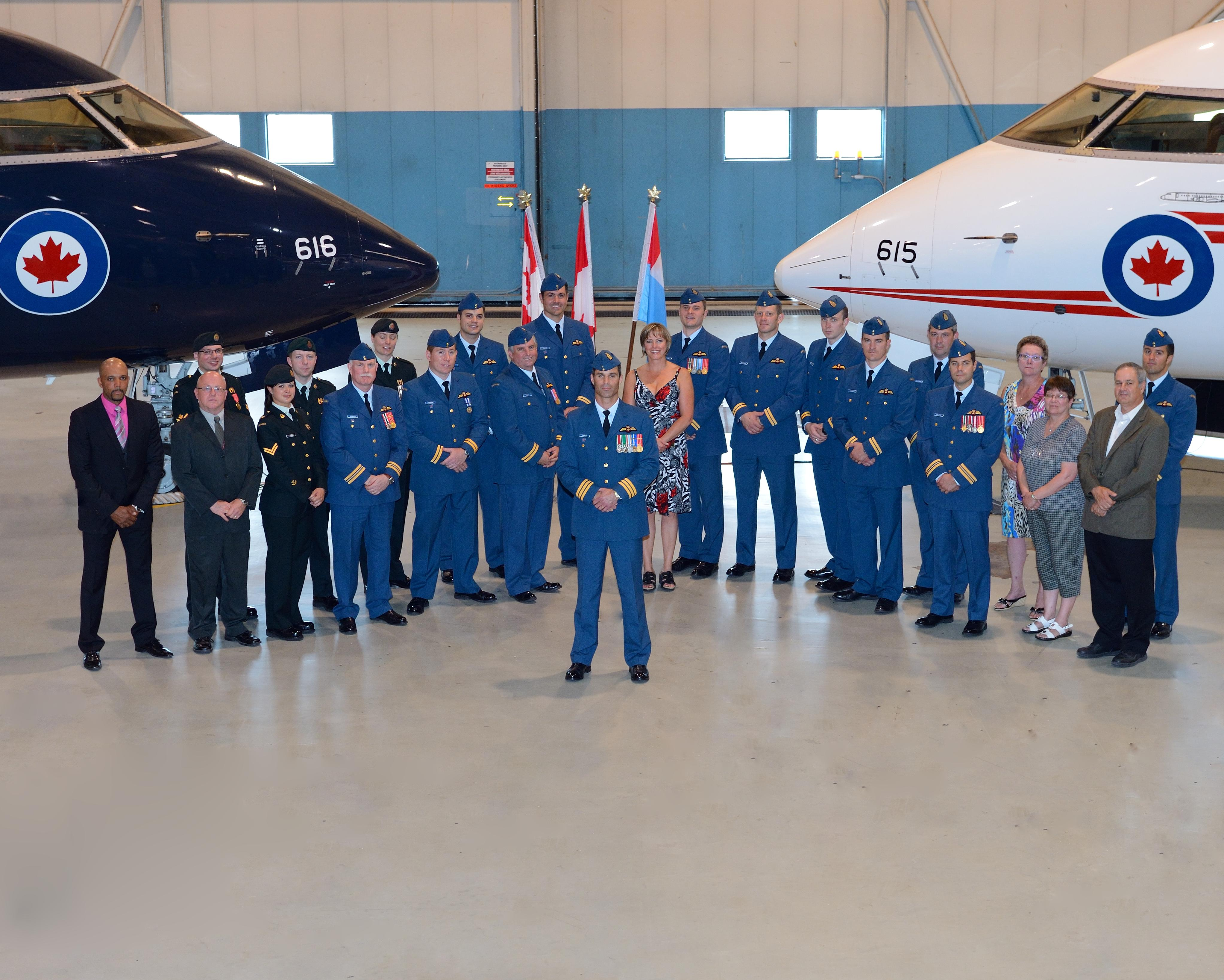 LCol Michael Thornley with the members of 412 (Transport) Squadron.