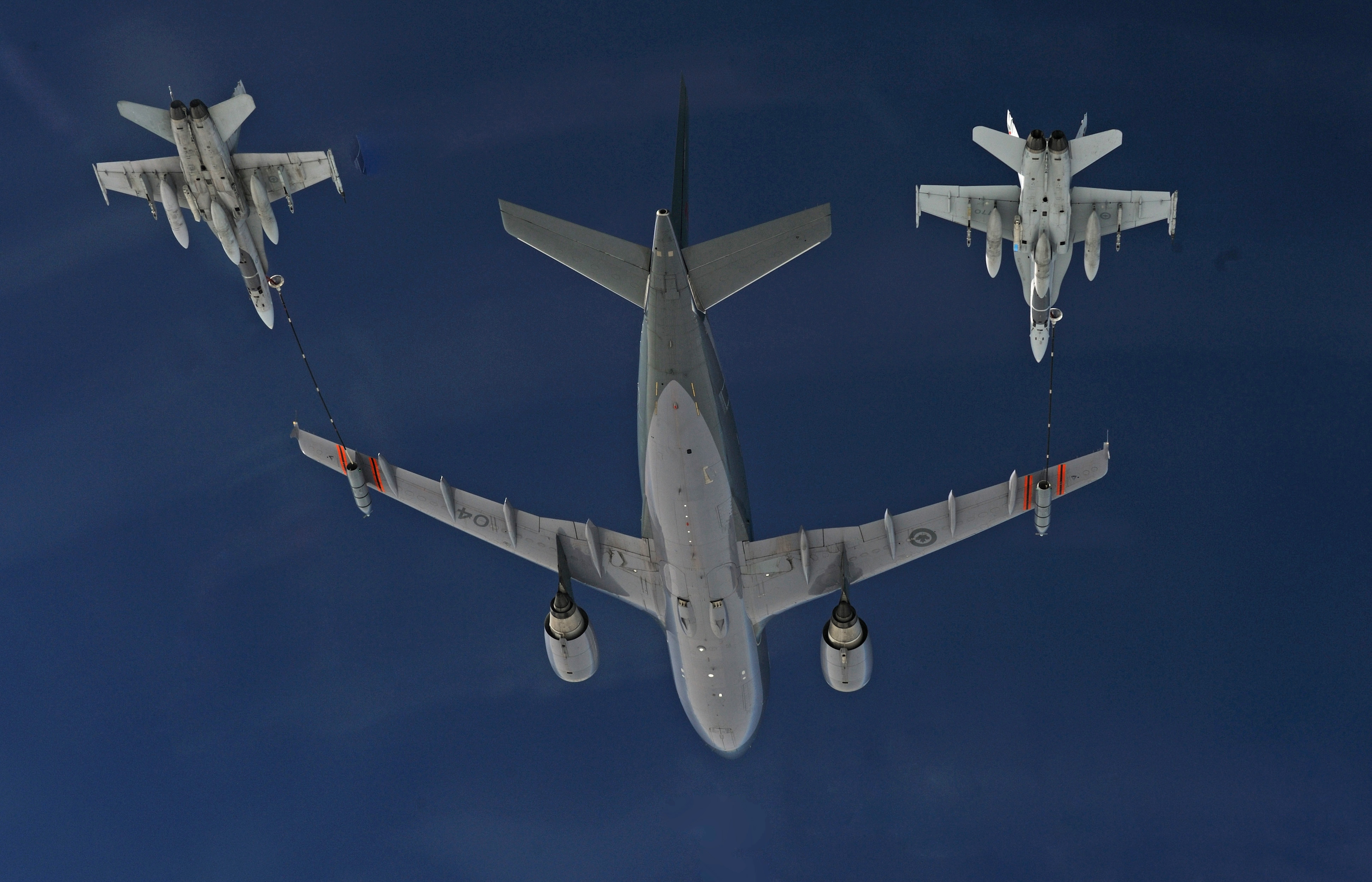 A CC-150 Polaris (Airbus) from 437 Transport Squadron (located at 8 Wing Trenton, Ontario) provides air-to-air refueling to CF-188 Hornet fighter aircraft from 409 Tactical Fighter Squadron (located at 4 Wing Cold Lake, Alberta) during NORAD's Exercise Vigilant Eagle 13 on August 28, 2013. PHOTO: Corporal Vicky Lefrançois