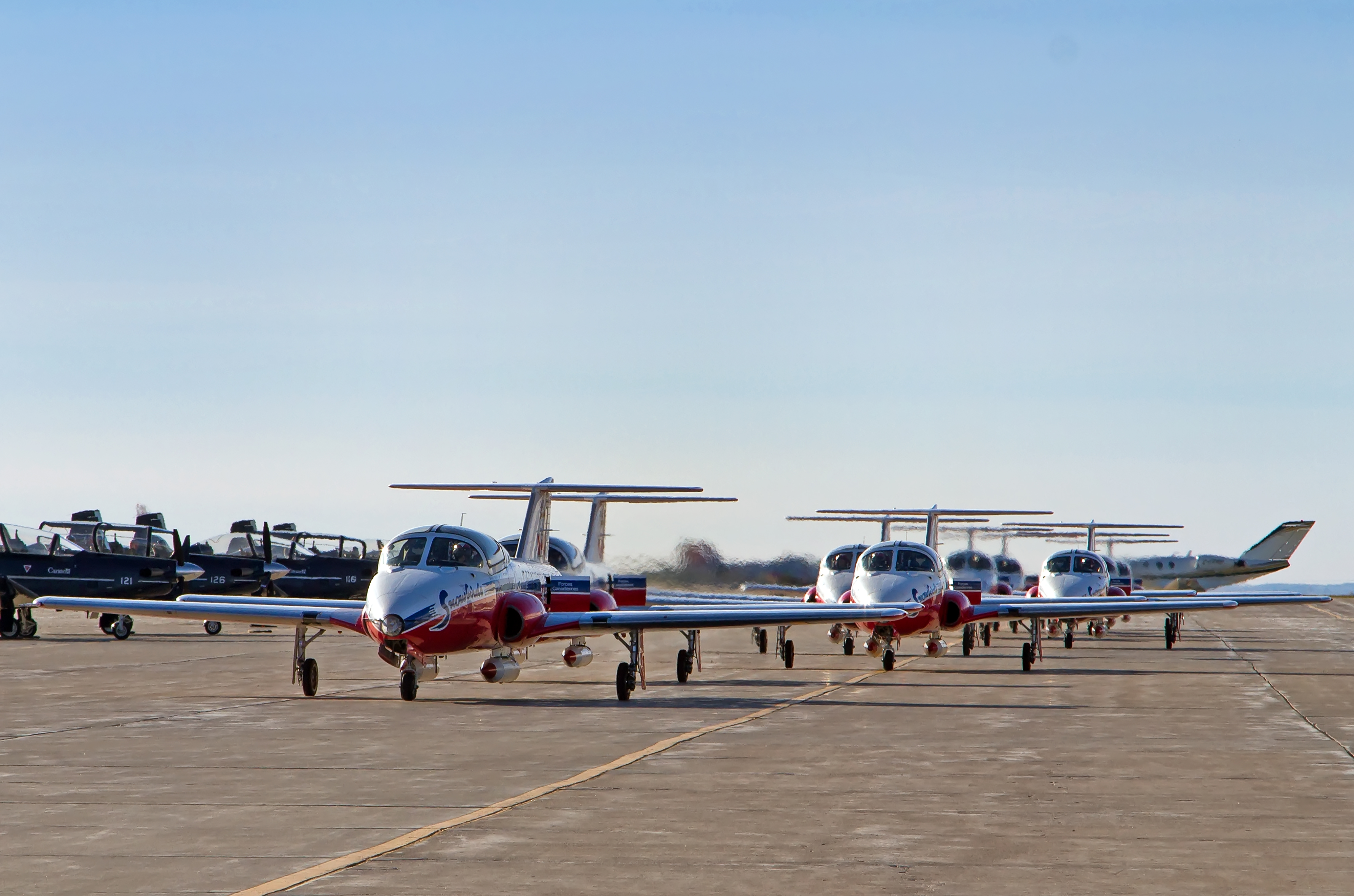 During the Tutor 50th anniversary celebration at 15 Wing Moose Jaw, Saskatchewan, the Snowbirds [431 (Air Demonstration) Squadron] taxi in after their year-end aerial display. PHOTO: Mike Leudey