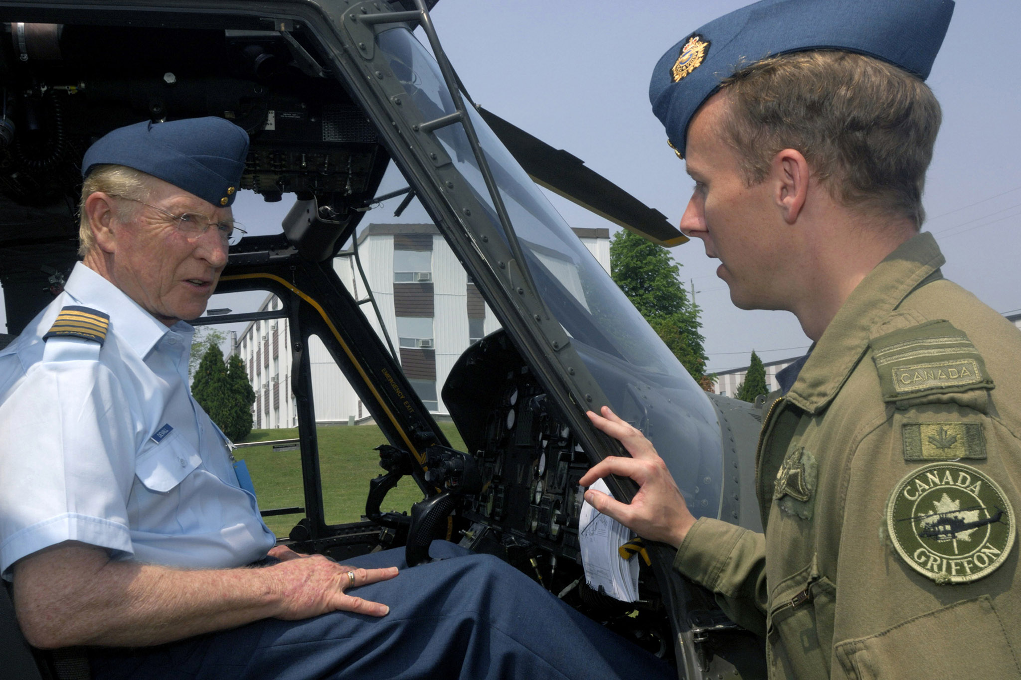 Honorary Colonel Dave Devall (left), a weather specialist with the CTV News Network and honorary colonel of 436 Transport Squadron, located at 8 Wing Trenton, Ontario, chats with Captain Jason Newton, a CH-146 Griffon helicopter pilot with 427 Special Operations Aviation Squadron.