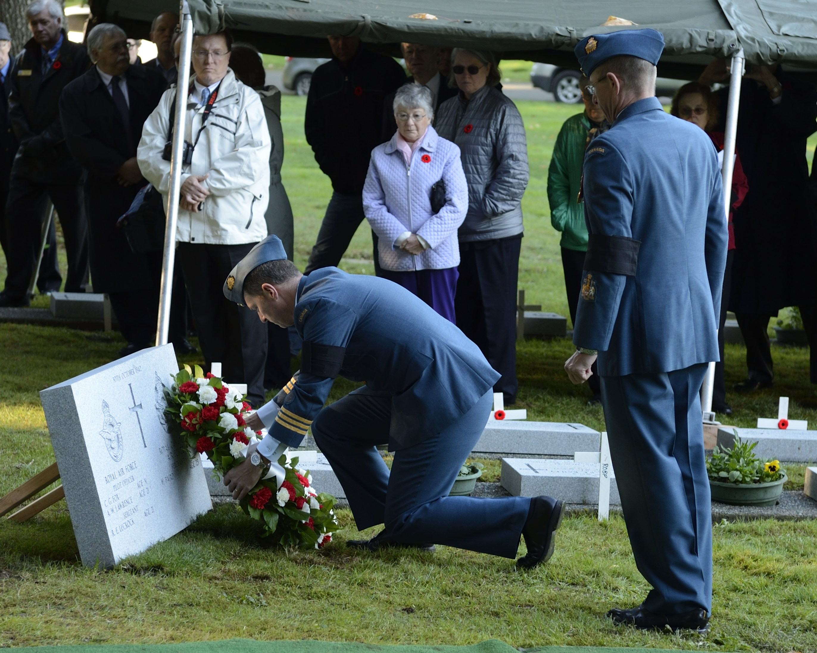 Lieutenant-Colonel Pat MacNamara, the commanding officer of 443 Maritime Helicopter Squadron, located at Patricia Bay, British Columbia, places a wreath during the interment service of Pilot Officer Charles George Fox, Pilot Officer Anthony William Lawrence, and Sergeant Robert Ernest Luckock, of the Royal Air Force (RAF), and RCAF Sergeant William Baird, the air crew of lost Avro Anson flight L7056, at Royal Oak Burial Park in Victoria, British Columbia, on November 10, 2014. PHOTO: Corporal Malcolm Byers