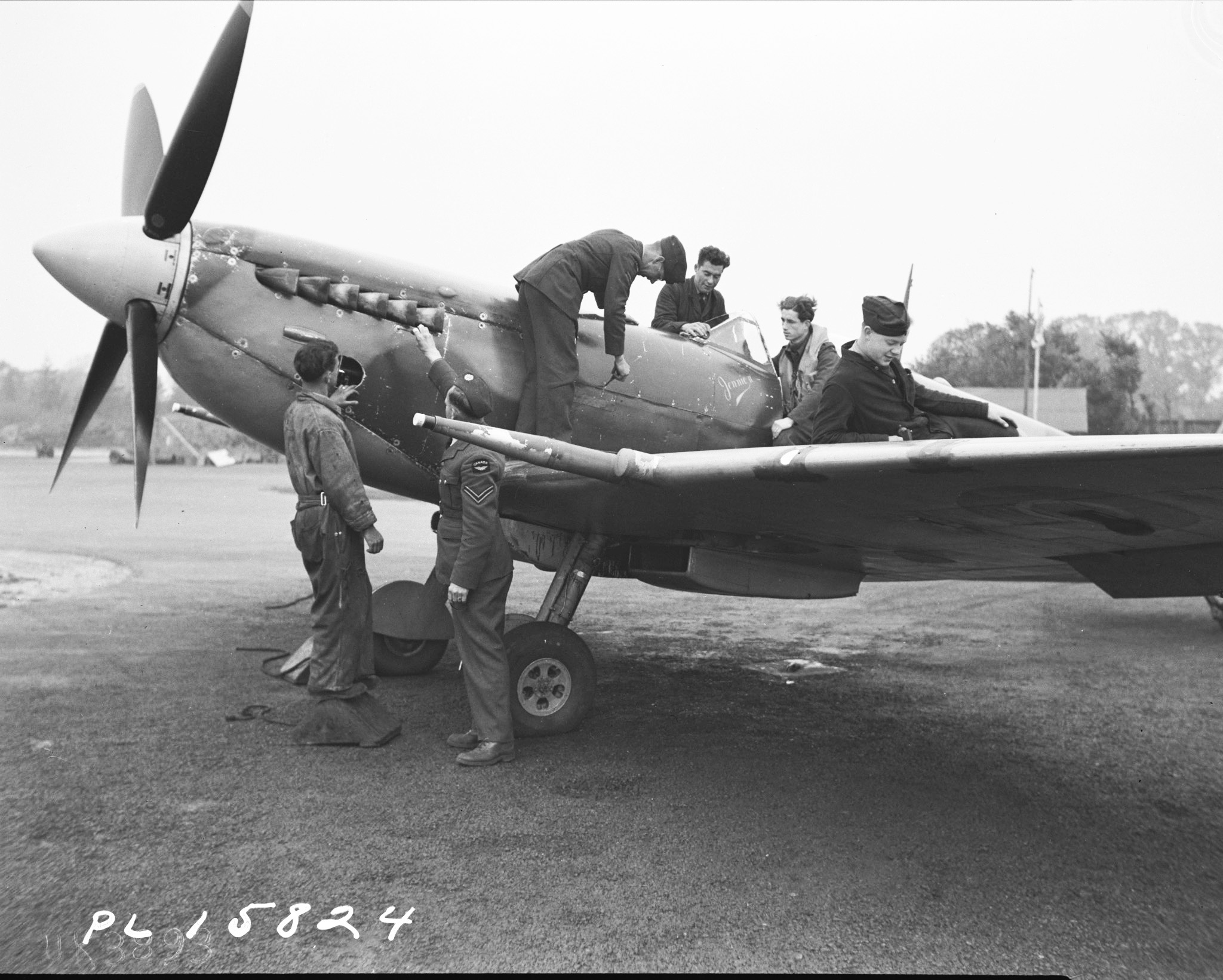 This ground crew could refuel and rearm a Spitfire in fewer than four minutes. Ground crews were important everywhere, especially in Fighter Command, where they had to work fast. PHOTO: DND