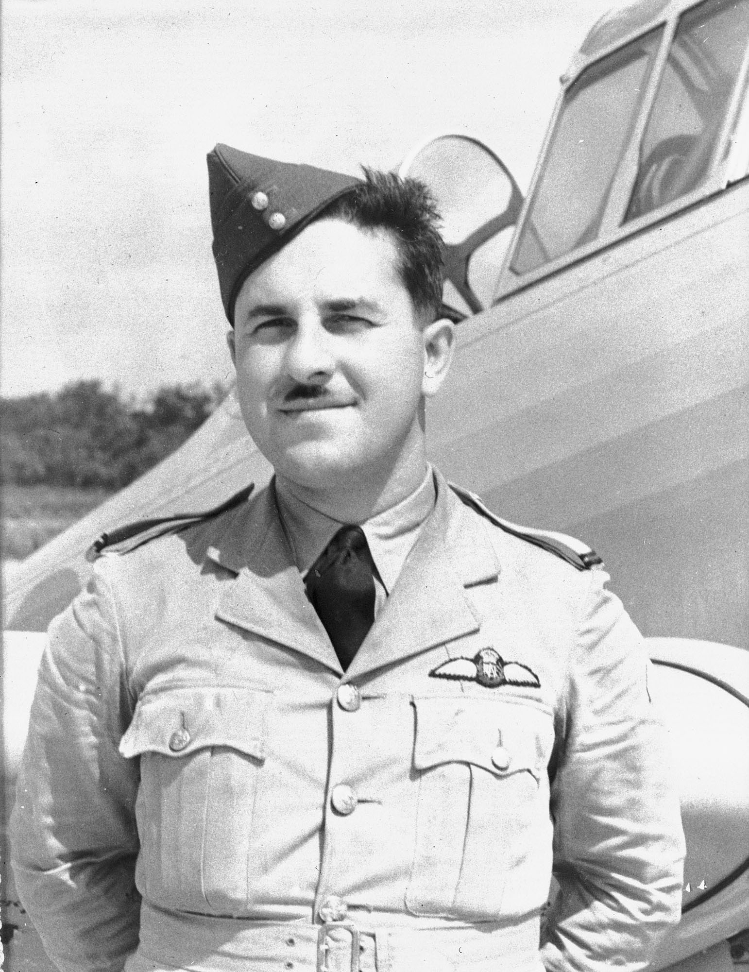 Une photo du lieutenant d'aviation Jean-Paul Desloges prise en 1940. PHOTO : MDN