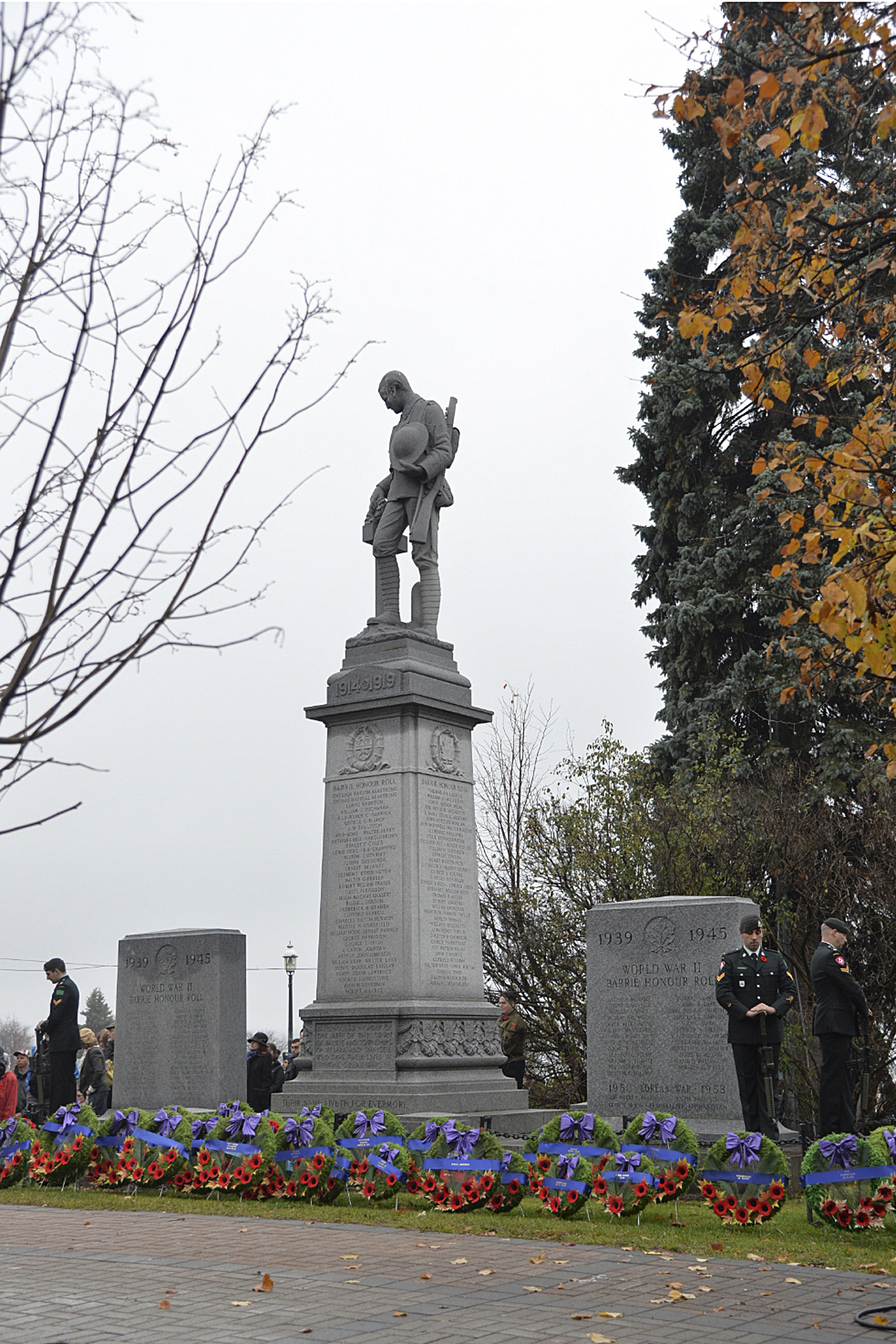 Members of the Grey and Simcoe Foresters stand sentry at the cenotaph in Barrie, Ontario, during the 16 Wing Borden Remembrance Day ceremony on November 11, 2015. PHOTO: Master Corporal Miranda Langguth