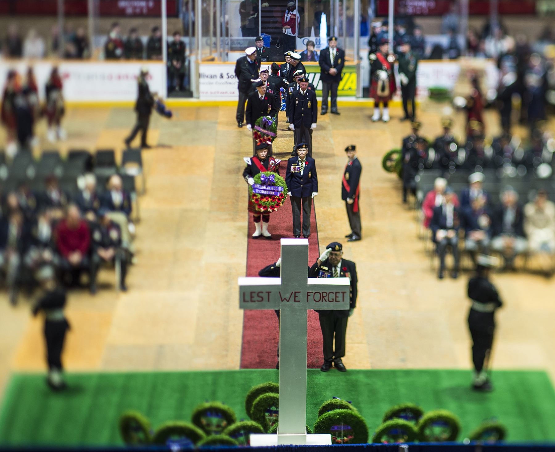 During the 22 Wing North Bay, Ontario, Remembrance Day ceremony, held on November 11, 2015, veterans prepare to place wreaths at the cenotaph in Memorial Gardens Arena in North Bay, Ontario. PHOTO: DND