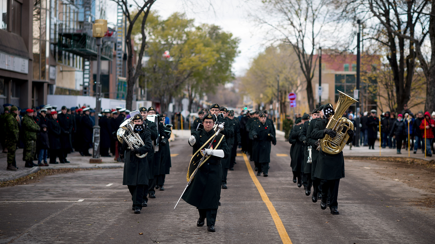 The Régiment du Saguenay band leads the parade past the Saguenay, Quebec, city hall during the Remembrance Day ceremony held on November 8, 2015. The parade comprised members of 2 Wing Bagotville, Quebec, and Her Majesty's Canadian Ship Champlain. PHOTO: Leading Seaman Alex Roy