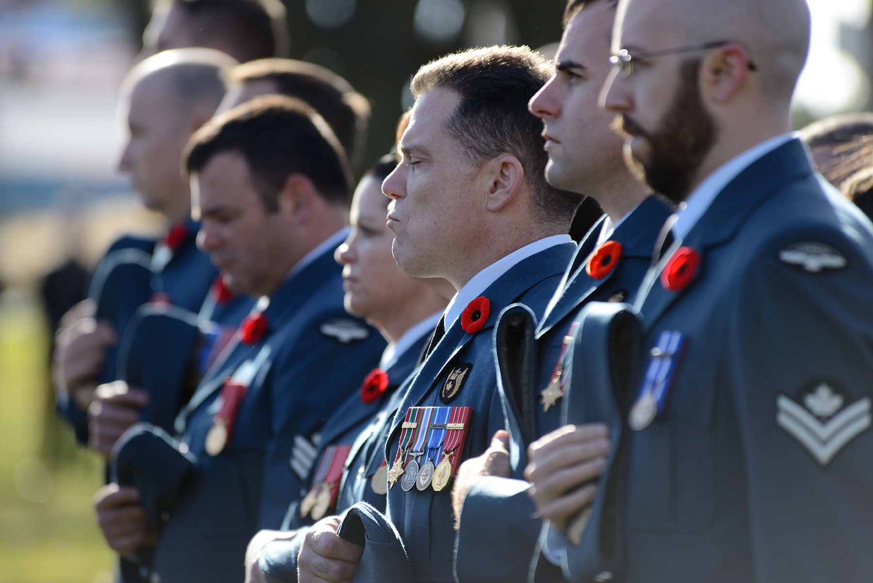 On November 8, 2015, Canadian Forces School of Aerospace Technology and Engineering members pass two minutes of silence in reflection during the Aurora, Ontario, Remembrance Day parade. PHOTO: Sergeant Hagop Vanayan