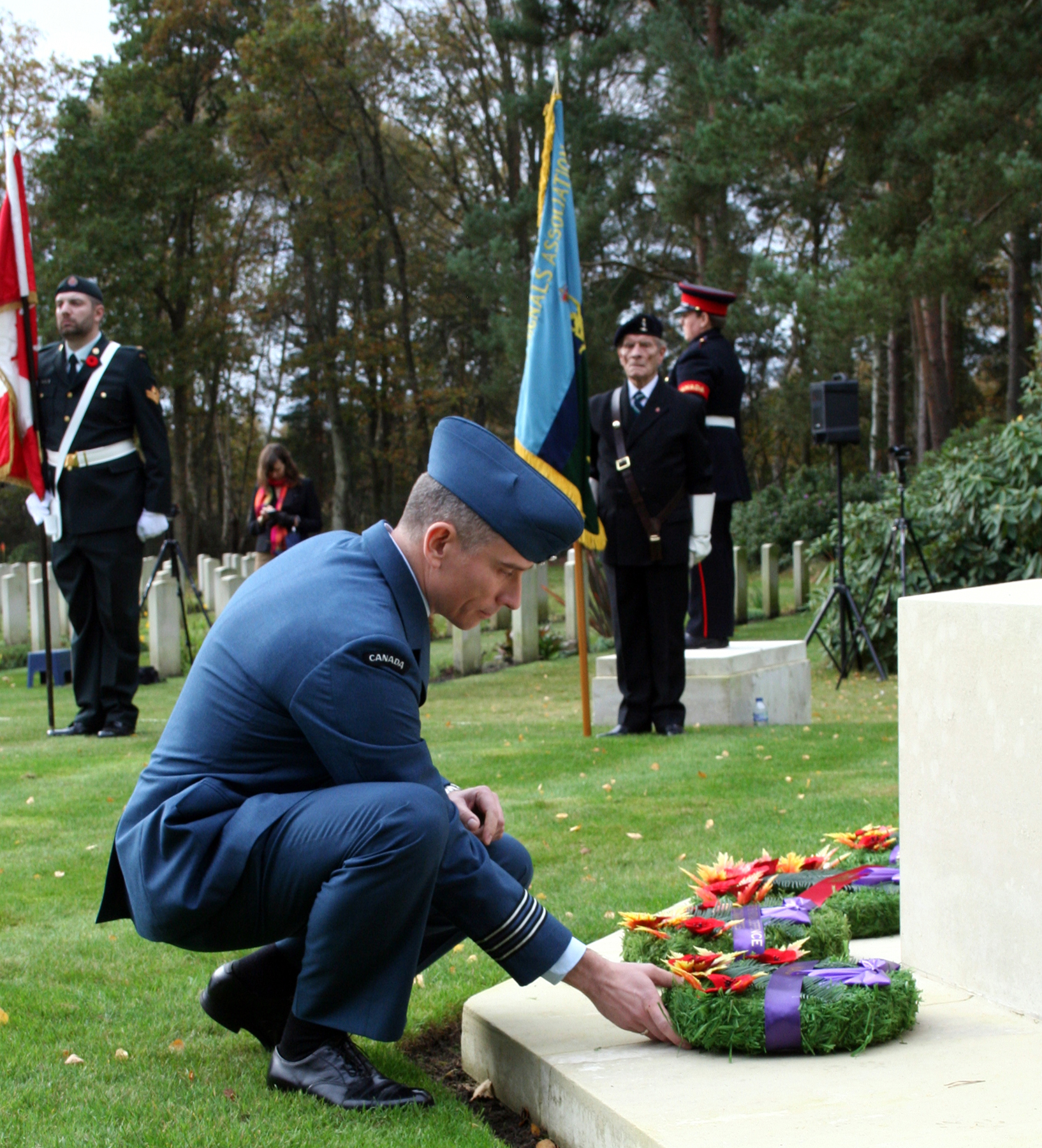 Lieutenant-Colonel Lonnie Fleischhacker, the senior Canadian national representative at NATO's Allied Maritime Command Headquarters in Northwood, United Kingdom, places a wreath at the Canadian cenotaph in Brookwood Military Cemetery, located 48 kilometres from London in Surrey, where about 2,400 Canadians are interred. Remembrance Day ceremonies are held annually at this location, and include dignitaries and civilian and military staff from the Canadian High Commission and Defence Liaison Staff (London), Canadian servicemen and servicewomen posted in the U.K. and their families, representatives from Canadian expatriate organizations and Canadian and British veterans groups, and members of the general public. The setting is a moving venue in which to honour Canadians lost in service to their country overseas. PHOTO: Lieutenant-Commander Paul Seguna