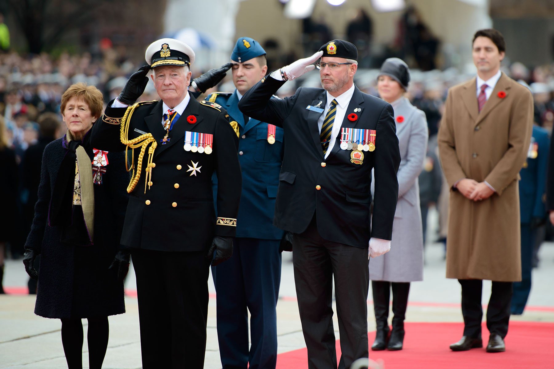 Governor General and Commander-in-Chief of Canada David Johnston salutes at the National War Memorial in Ottawa, Ontario, on Remembrance Day 2015. He is accompanied by Mrs. Sharon Johnston; a member of the Royal Canadian Air Force with a Canadian Armed Forces veteran; and Prime Minister Justin Trudeau and Sophie Grégoire-Trudeau. PHOTO: Master Corporal Daniel Merrell