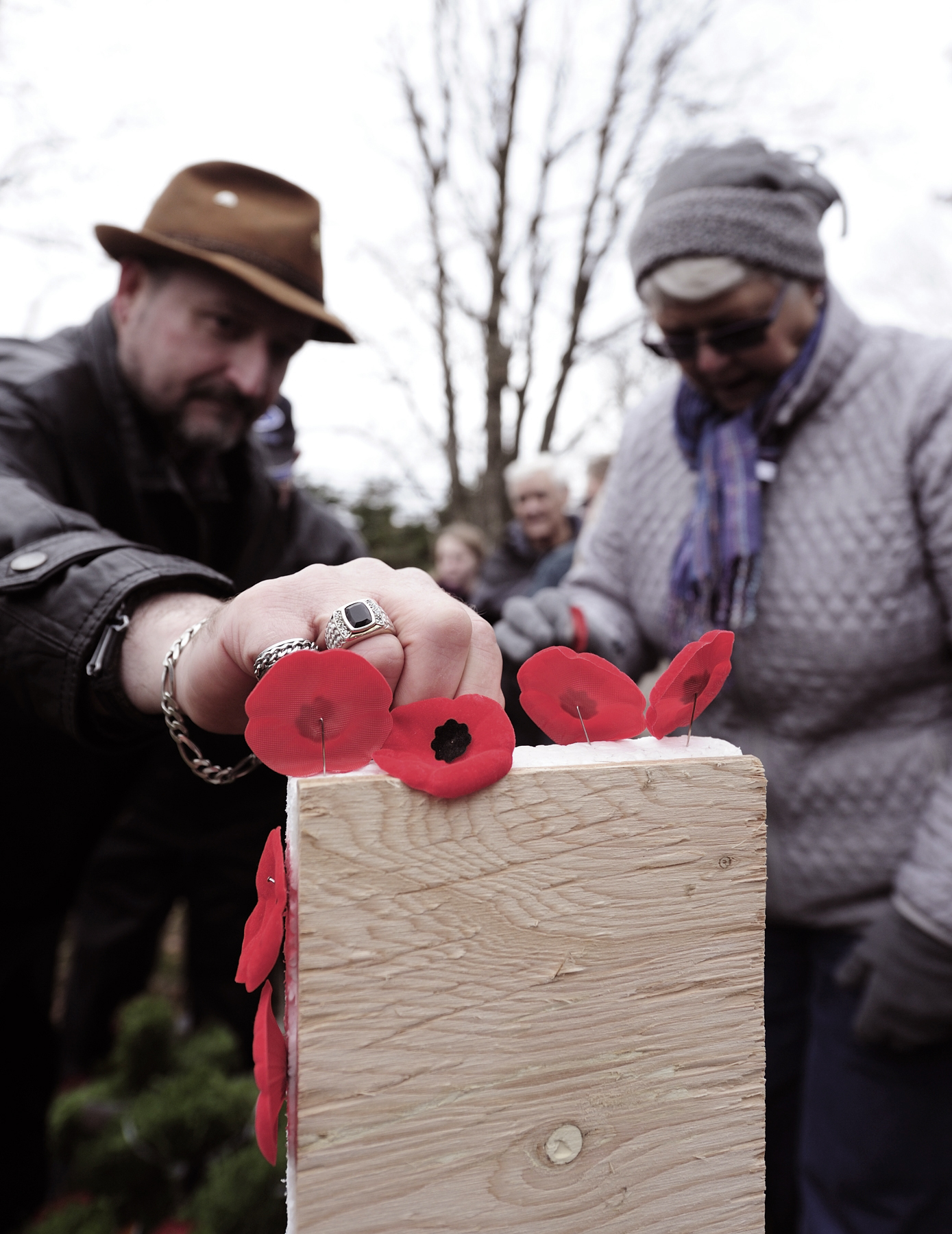 Attendees of the Courcelette Branch #58 Legion Remembrance Day ceremony pin their poppies to the cross at the cenotaph following the ceremony held at Sheet Harbour Memorial Hospital in Sheet Harbour, Nova Scotia, on November 11, 2015. PHOTO: Corporal Felicia Ogunniya