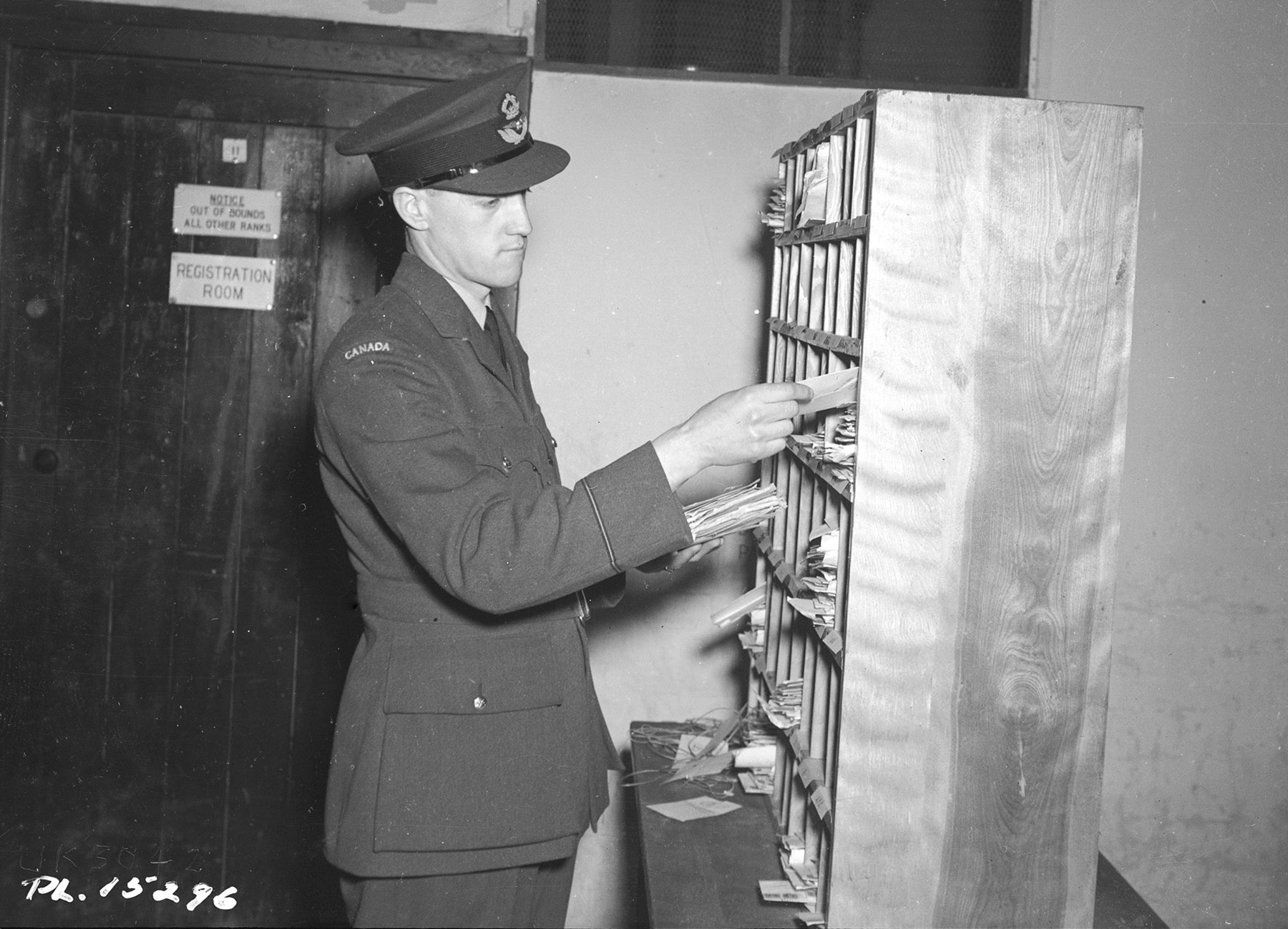 Pilot Officer A.B. Morris (Welland, Ontario), recently transferred from the Army Postal Corps, sorts letters on January 14, 1943. PHOTO: DND Archives