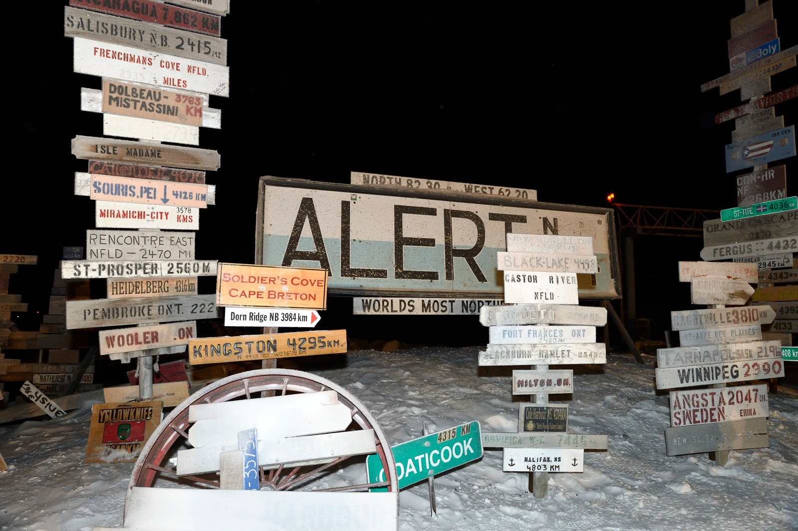The original welcome sign at Canadian Forces Station Alert, Nunavut, with the many location and direction signs that have been added to it throughout the years. Alert's long winter night – this photo was taken in the early afternoon of January 19, 2015 – makes it an ideal location to test a virtual reality system designed to maintain astronauts' psychological health on long-duration space flights. PHOTO: Sergeant Ronald Duchesne, Rideau Hall