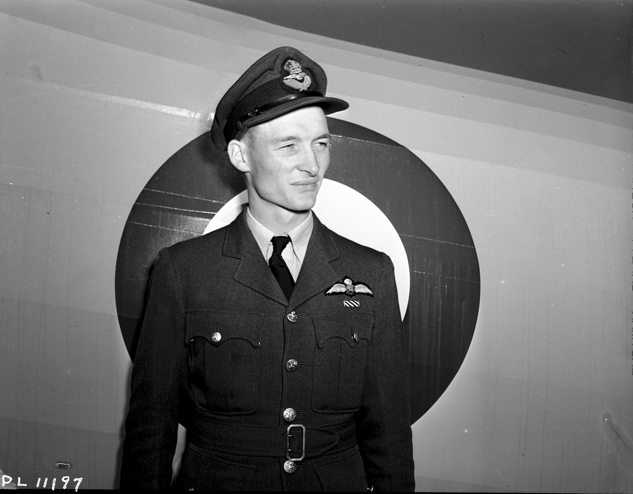 Le sous-lieutenant d'aviation John Higham, DFC, du 419e Escadron, le 4 septembre 1942. PHOTO : Archives du MDN, PL-11197