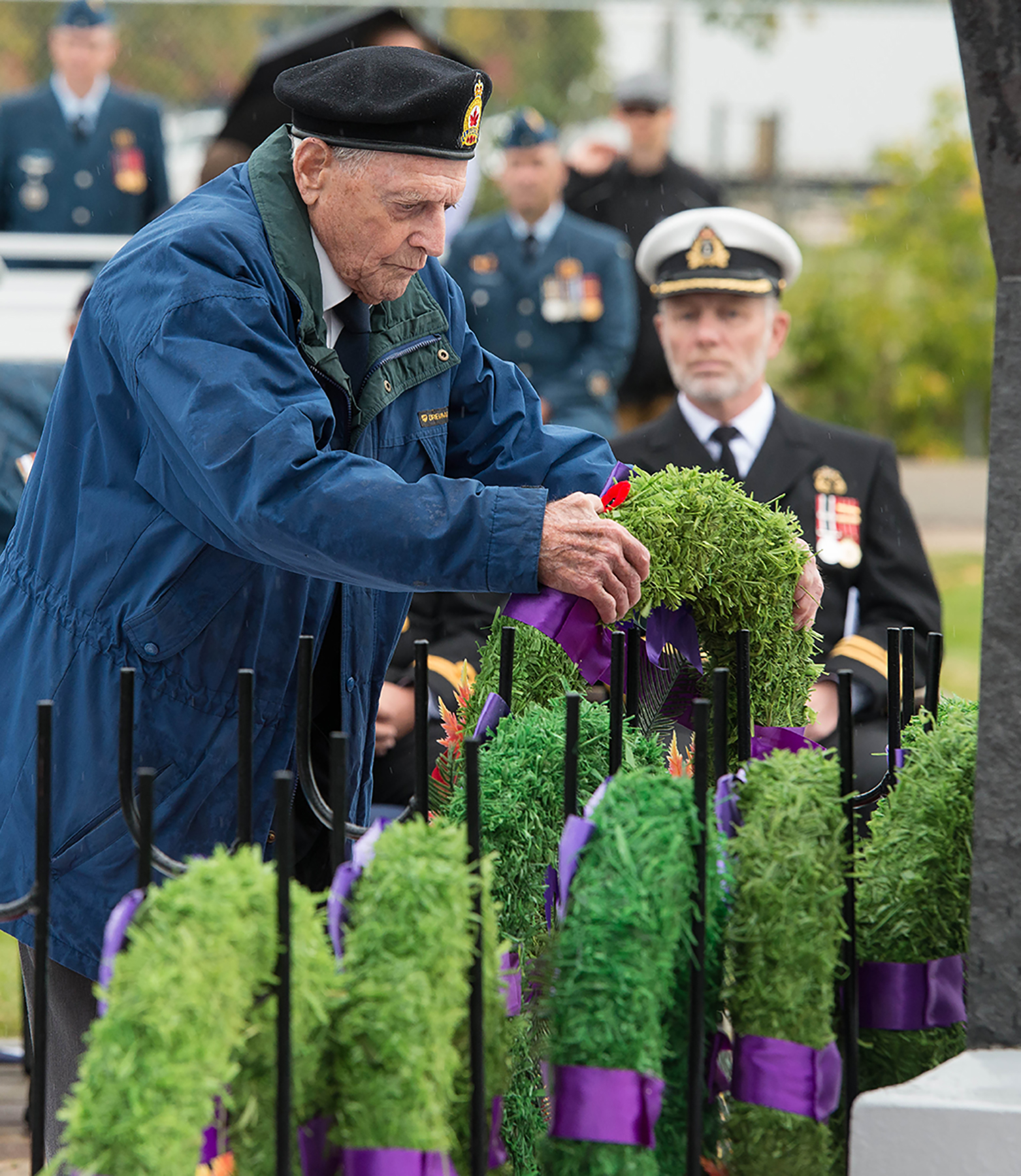 Jim McComb lays a wreath on behalf of the Wartime Pilots and Observers Association in the Garden of Memories in Winnipeg, Manitoba, during the 17 Wing Winnipeg, Manitoba, parade and ceremony held on September 18, 2016, to mark the 76th anniversary of the Battle of Britain. PHOTO: Sergeant Daren Kraus, FW2016-0005-35