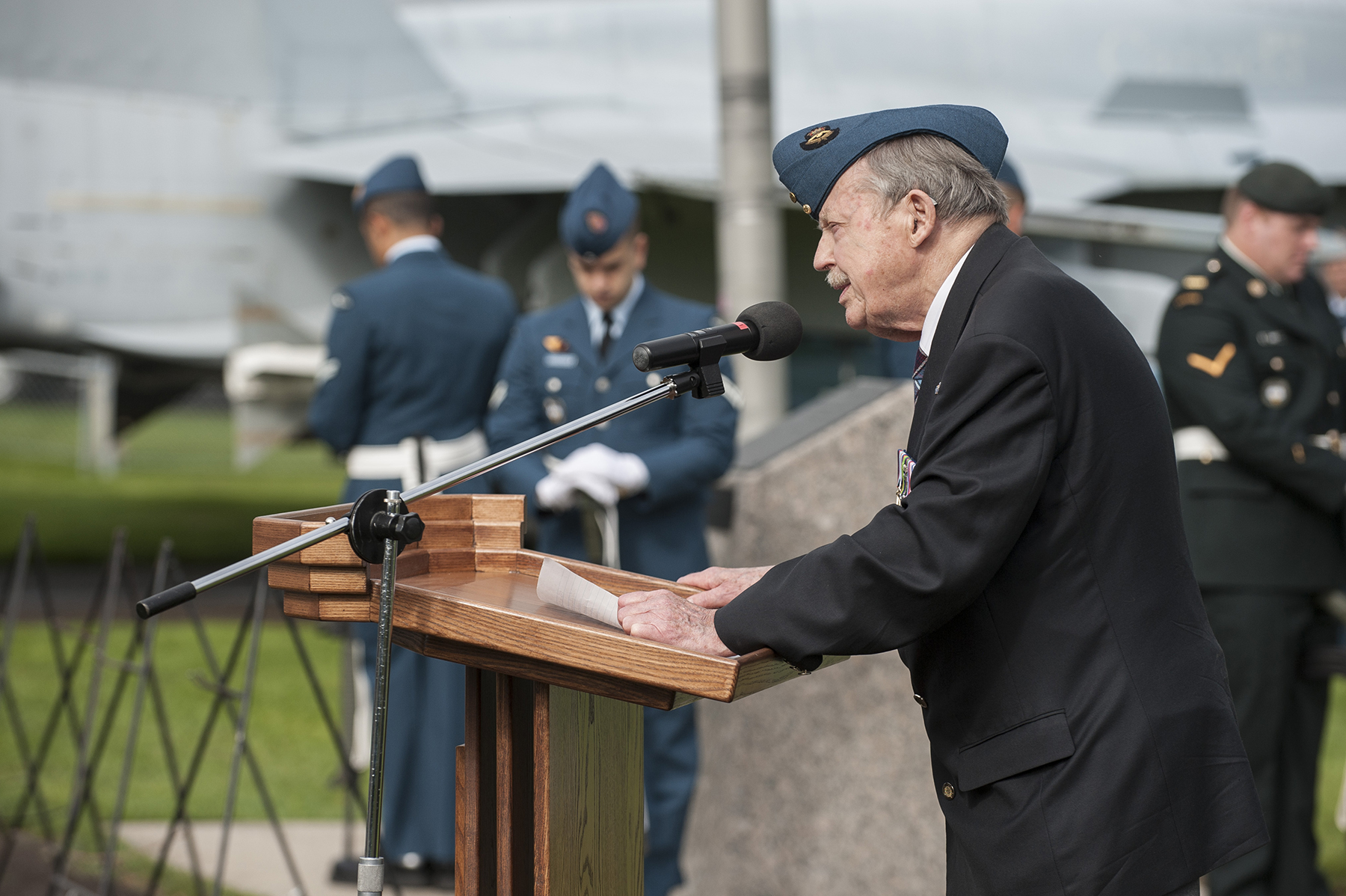 Guest of Honour Jean Cauchy, a Second World War Halifax bomber pilot, speaks to Canadian Armed Forces members, veterans and families, and guests during the September 18, 2016, ceremony held at Canadian Forces Base Bagotville, Quebec, to mark the 76th anniversary of the Battle of Britain. PHOTO: Corporal Gary Calvé, 