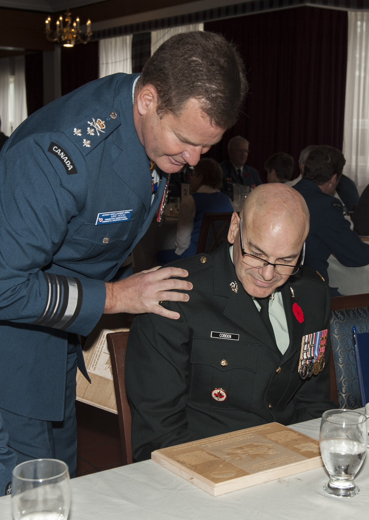 Lieutenant-General Mike Hood, commander of the Royal Canadian Air Force, gives a wooden plaque that replicates the plaque on the new Boxtop 22 commemorative cairn to Master Warrant Officer Tony Cobden, who survived the Boxtop 22 crash on October 30, 1991. PHOTO: Corporal Audrey Solomon, TN02-2016-0807-014