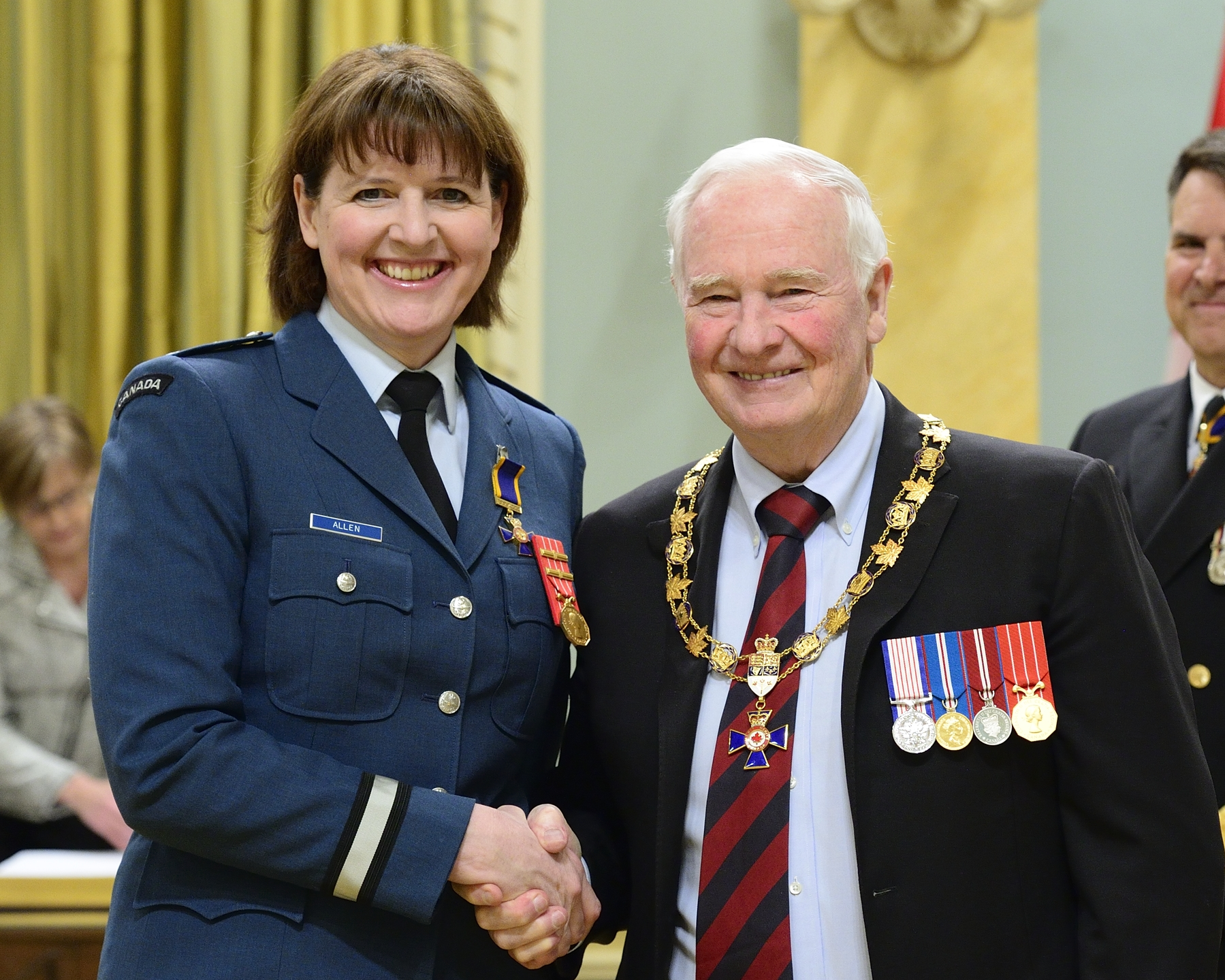 Governor General and Commander-in-Chief of Canada David Johnston presents the Order of Military Merit to Brigadier-General Frances Jennifer Allen, OMM, CD, from the Office of the Chief of Force Development, Ottawa, Ontario. PHOTO: Sergeant Johanie Mahieu, Rideau Hall ©, GG05-2017-0075-013-allen