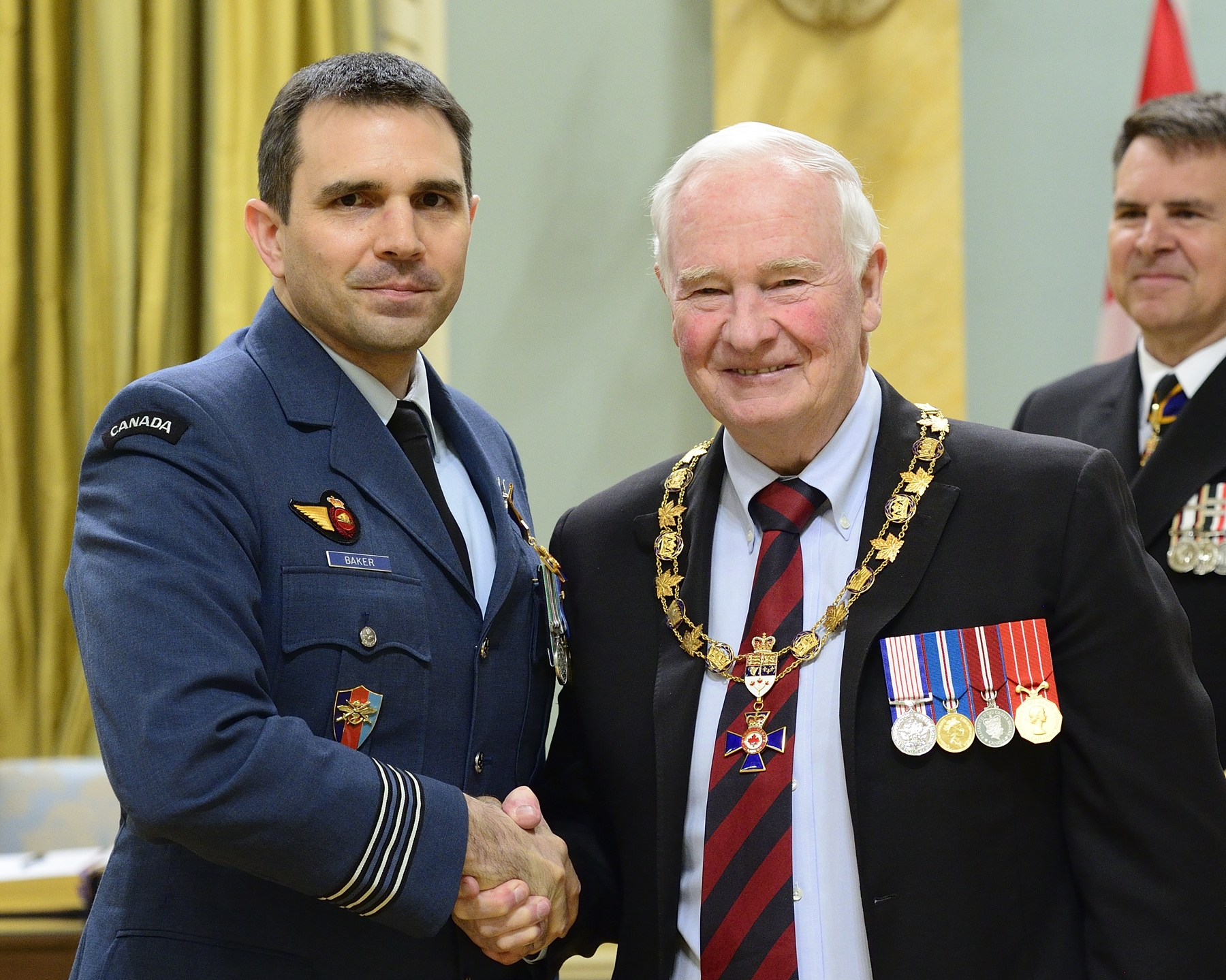 Governor General and Commander-in-Chief of Canada David Johnston presents the Order of Military Merit to Lieutenant-Colonel Bryan Philip Baker, OMM, CD, from 1 Engineer Support Unit, Kingston, Ontario. PHOTO: Sergeant Johanie Mahieu, Rideau Hall ©, GG05-2017-0075-014-baker