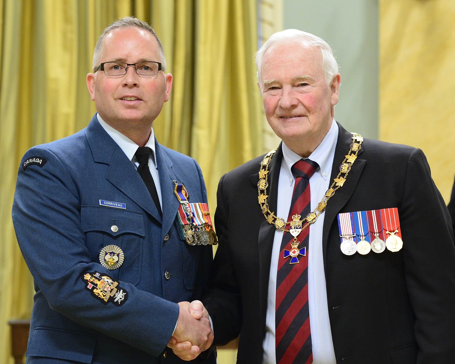 Governor General and Commander-in-Chief of Canada David Johnston presents the Order of Military Merit to Chief Warrant Officer Marc André Corriveau, MMM, CD, from North American Aerospace Defense Command Headquarters, Colorado Springs, Colorado, United States of America PHOTO: Sergeant Johanie Mahieu, Rideau Hall ©, GG05-2017-0075-035-corriveau
