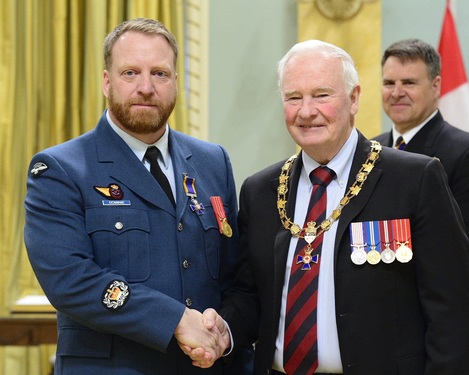 Governor General and Commander-in-Chief of Canada David Johnston presents the Order of Military Merit to Warrant Officer Winston Wade Dominie, MMM, CD, from 8 Air Communications and Control Squadron, Astra, Ontario. PHOTO: Sergeant Johanie Mahieu, Rideau Hall ©, GG05-2017-0075-038-dominie