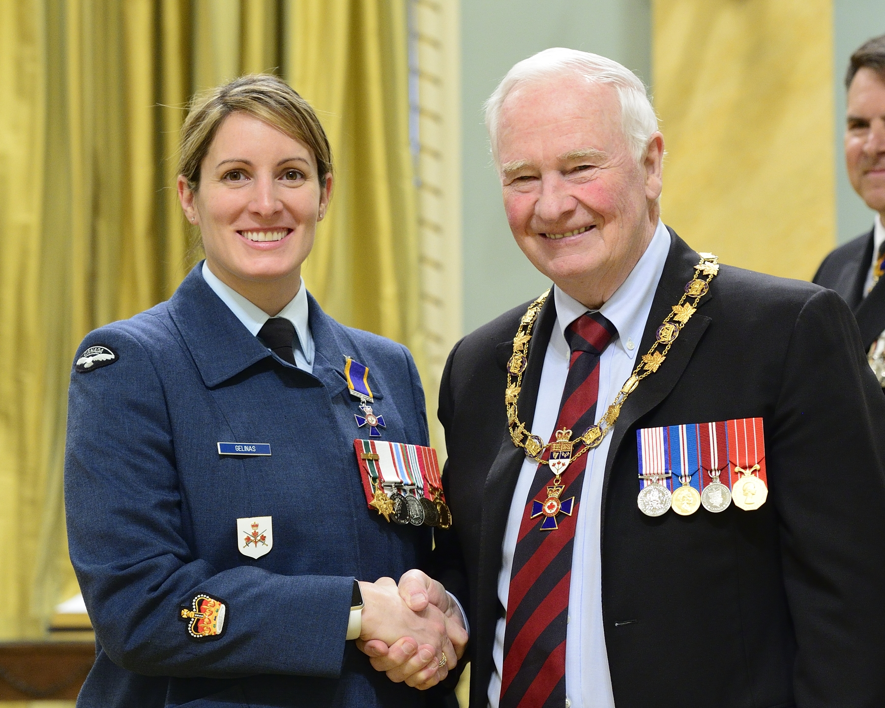 Governor General and Commander-in-Chief of Canada David Johnston presents the Order of Military Merit to Sergeant Kim Marie Marguerite Gélinas, MMM, CD, from 2 Canadian Division Support Group Personnel Services, Courcelette, Quebec. PHOTO: Sergeant Johanie Mahieu, Rideau Hall ©, GG05-2017-0075-043-gelinas
