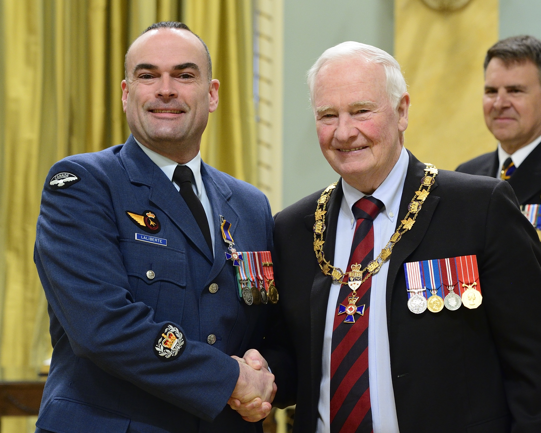 Governor General and Commander-in-Chief of Canada David Johnston presents the Order of Military Merit to Master Warrant Officer Joseph Guy Benoit Laliberté, MMM, CD, from the Office of the Director General Aerospace Equipment Program Management, Ottawa, Ontario. PHOTO: Sergeant Johanie Mahieu, Rideau Hall ©, GG05-2017-0075-047-laliberte