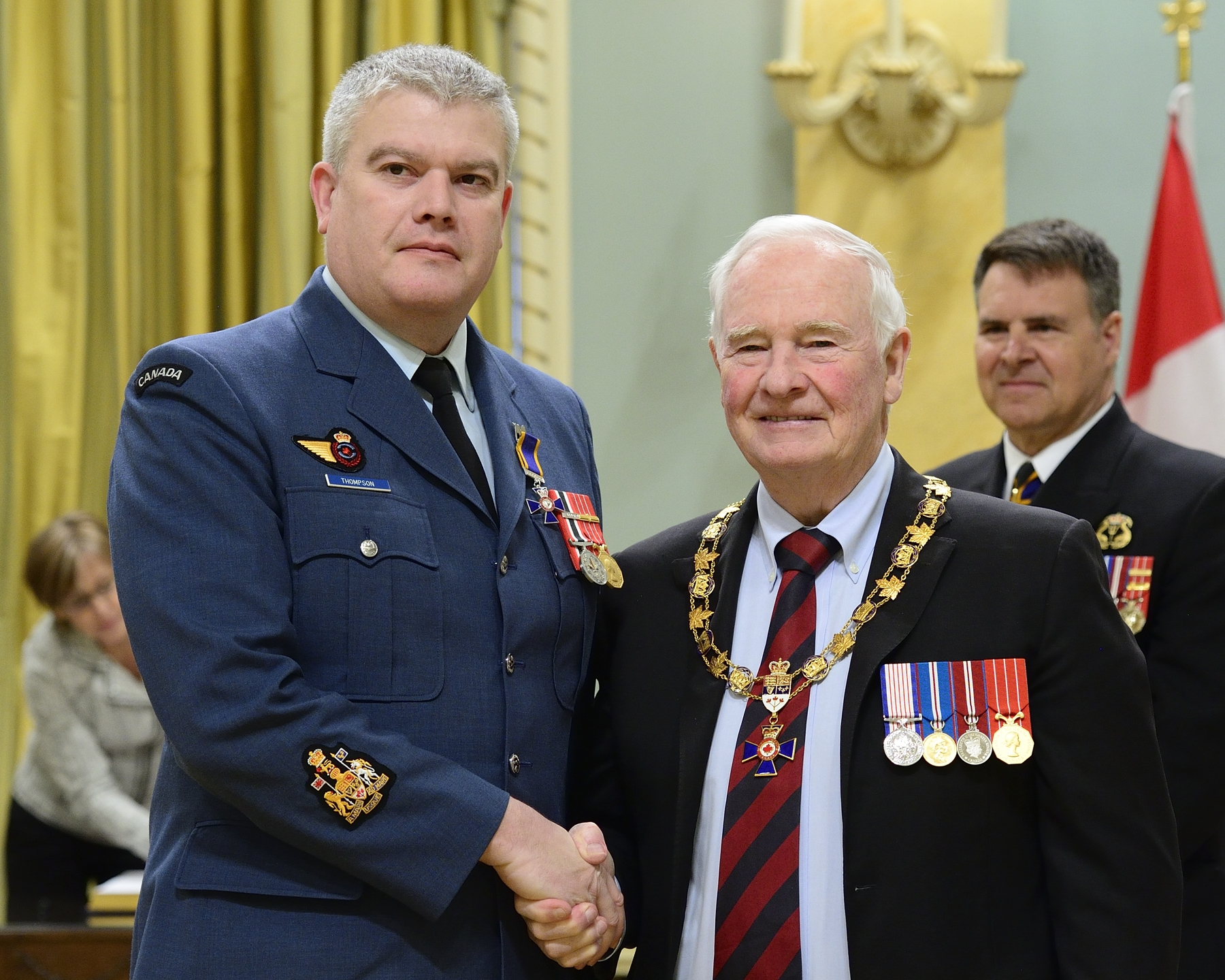 Governor General and Commander-in-Chief of Canada David Johnston presents the Order of Military Merit to Master Warrant Officer Thomas Scott Thompson, MMM, CD, from 51 Aerospace Control and Warning Operational Training Squadron, Hornell Heights, Ontario. PHOTO: Sergeant Johanie Mahieu, Rideau Hall ©, GG05-2017-0075-063-thompson