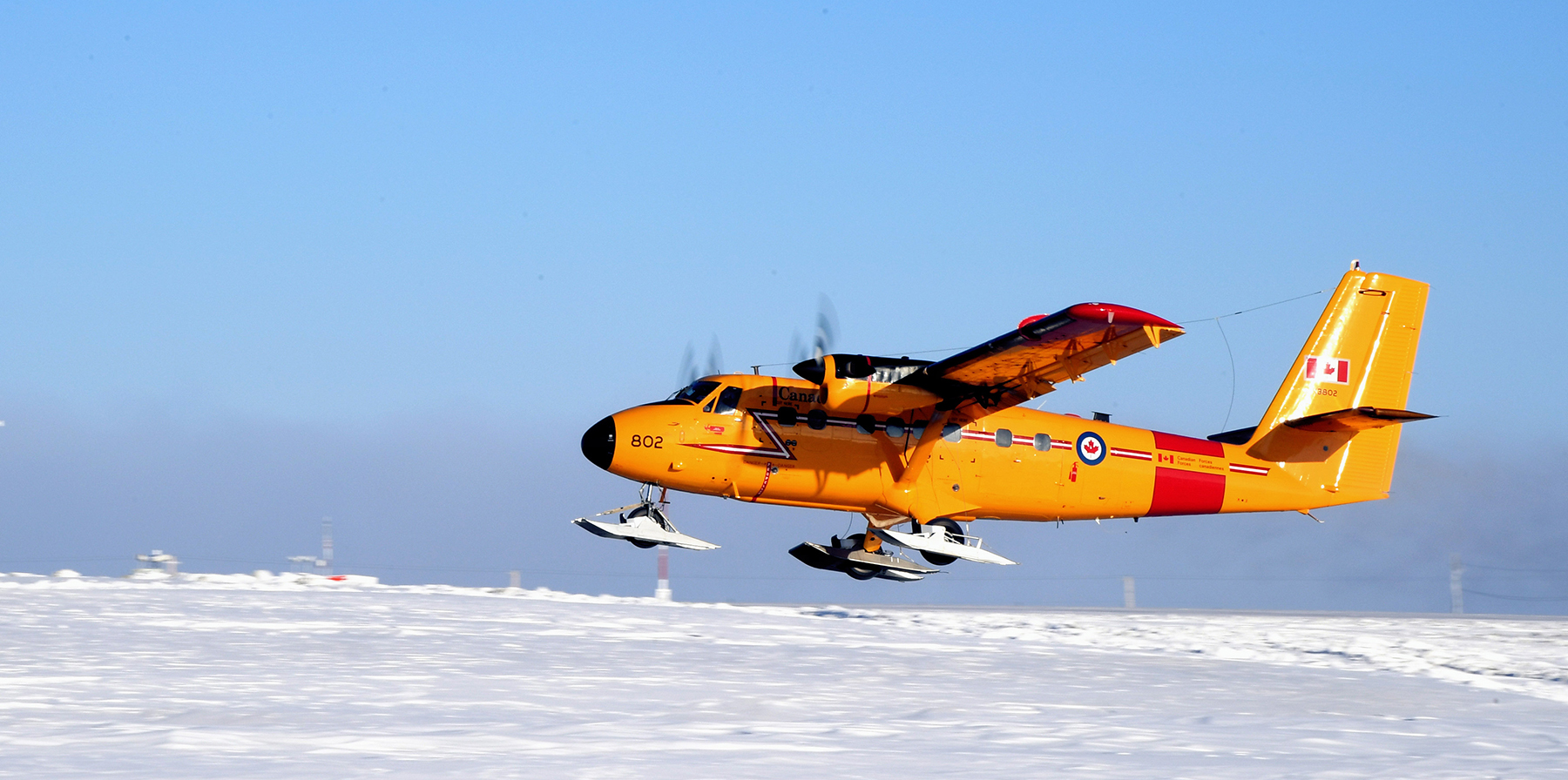 During Operation NUNALIVUT, a CC-138 Twin Otter aircraft from 440 (Transport) Squadron in Yellowknife, Northwest Territories, takes off from Hall Beach Airport en route to Igloolik, Nunavut, on March 2, 2017. PHOTO: Petty Officer, Second Class Belinda Groves, YK-2017-019-007