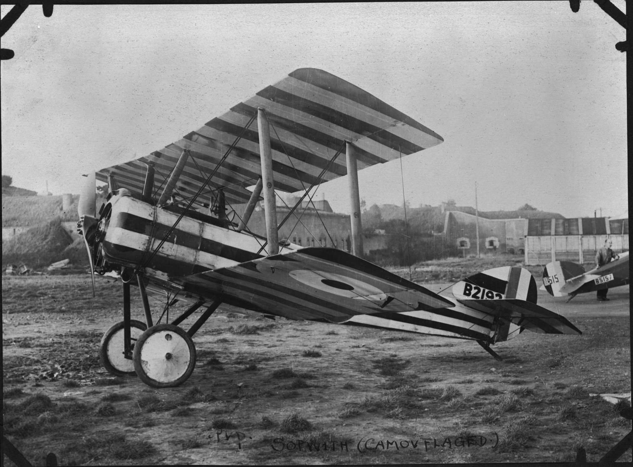 Un Sopwith Pup. Le 3e Escadron du Royal Navy Air Service, équipé d'appareils Pup, figure parmi les quatre escadrons du Royal Naval Air Service mis temporairement à la disposition du Royal Flying Corps pendant la période qui a précédé la bataille de la crête de Vimy. Le 3e Escadron relevait du Canadien Redford « Red » Mulock. PHOTO : Archives du MDN, RE-20572