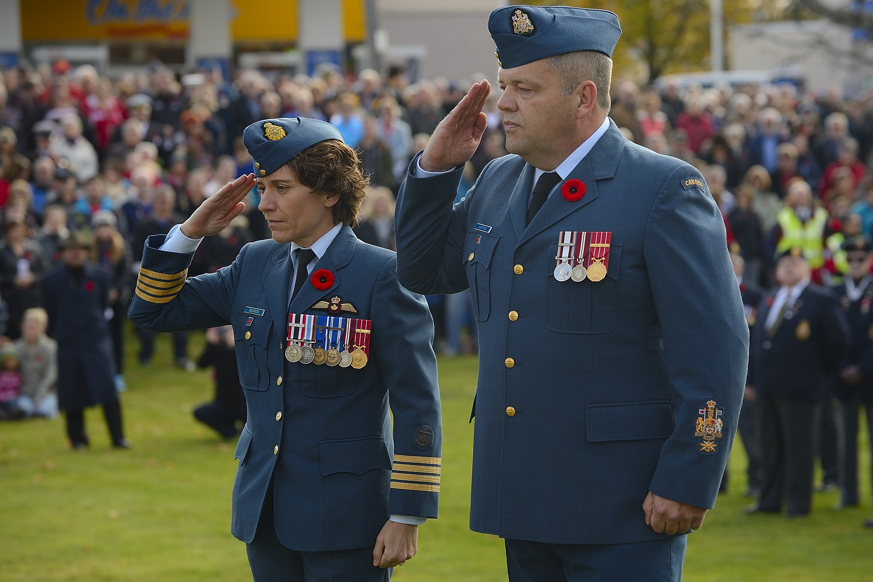Colonel Lise Bourgon (left), commander of 12 Wing Shearwater, Nova Scotia, and Chief Warrant Officer Michael Whitman, wing chief warrant officer, pay their respects during the Remembrance Day ceremony at Sullivan's Pond in Dartmouth, Nova Scotia, on November 11, 2014. PHOTO: Corporal Chris Boudrias, SW2014-0362-05