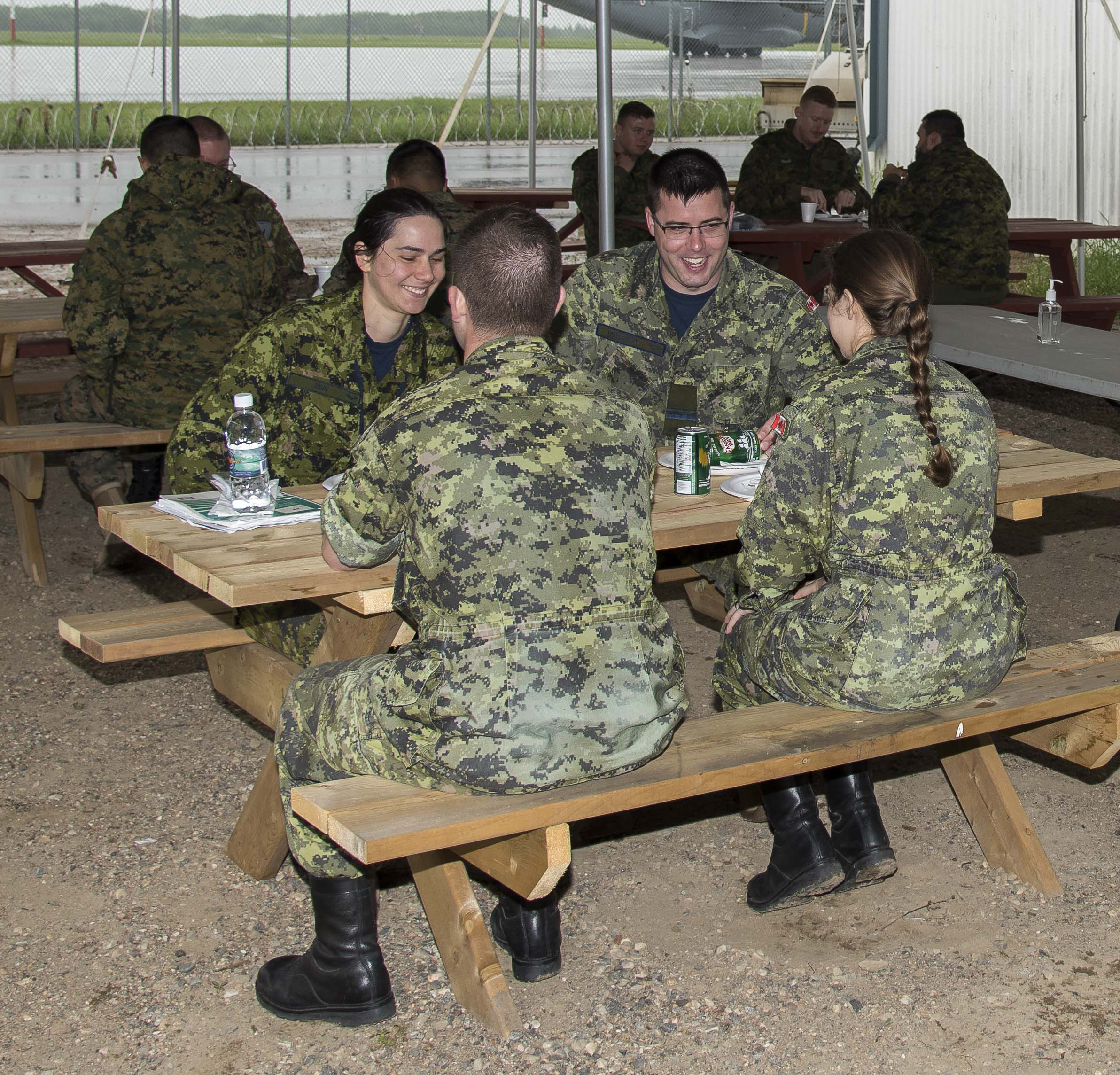 Exercise Maple Flag 50 participants enjoy lunch at the satellite kitchen on June 5, 2017. PHOTO: Corporal Justin Roy, CK07-2017-0464-002
