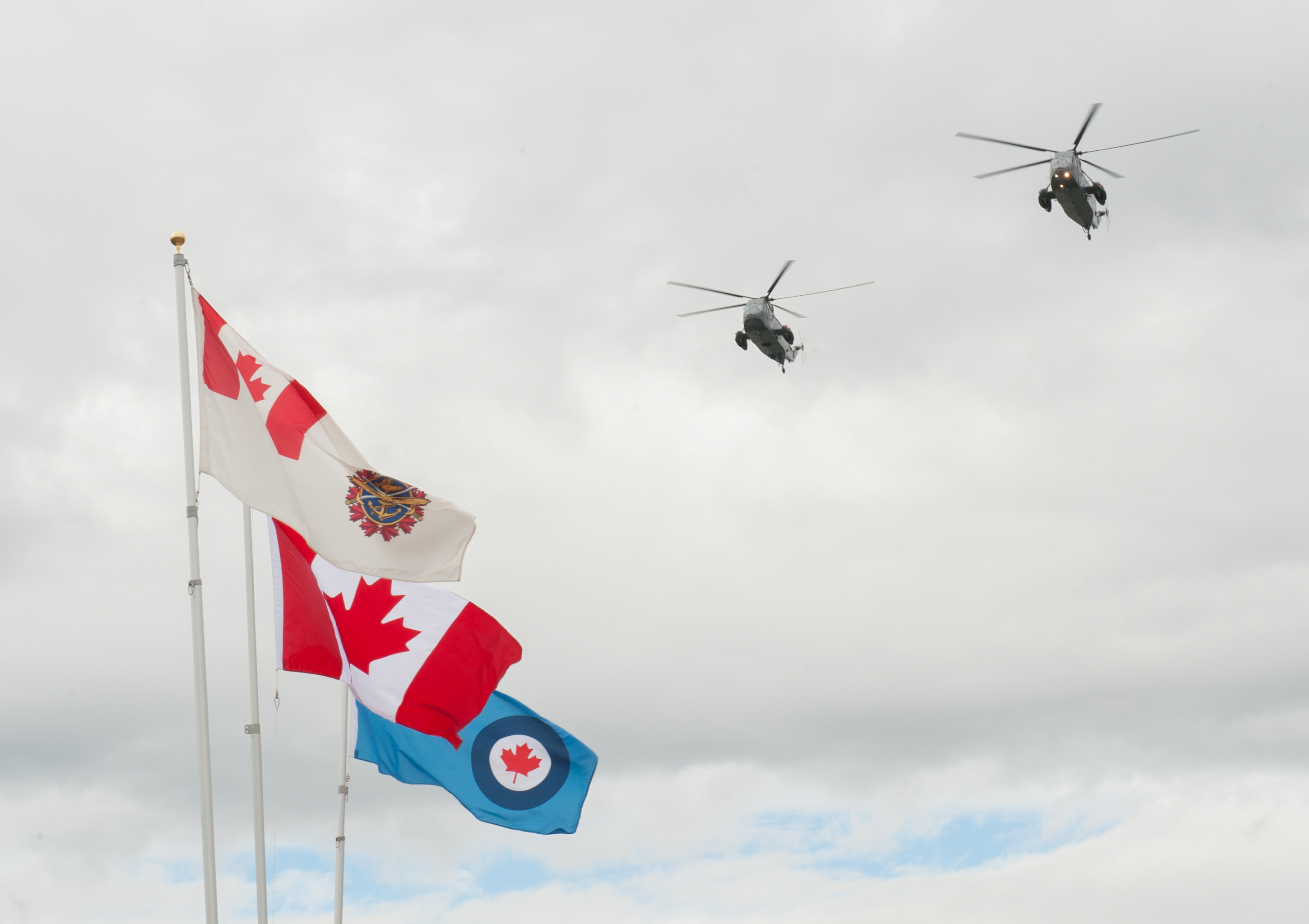 "Sea King helicopters from 443 Maritime Helicopter Squadron carry out a flypast during the dedication of the ""Lost Airmen of the Empire"" memorial at Victoria international Airport on June 1, 2017. PHOTO: Master Corporal Chris Ward, ET2017-0159-22"