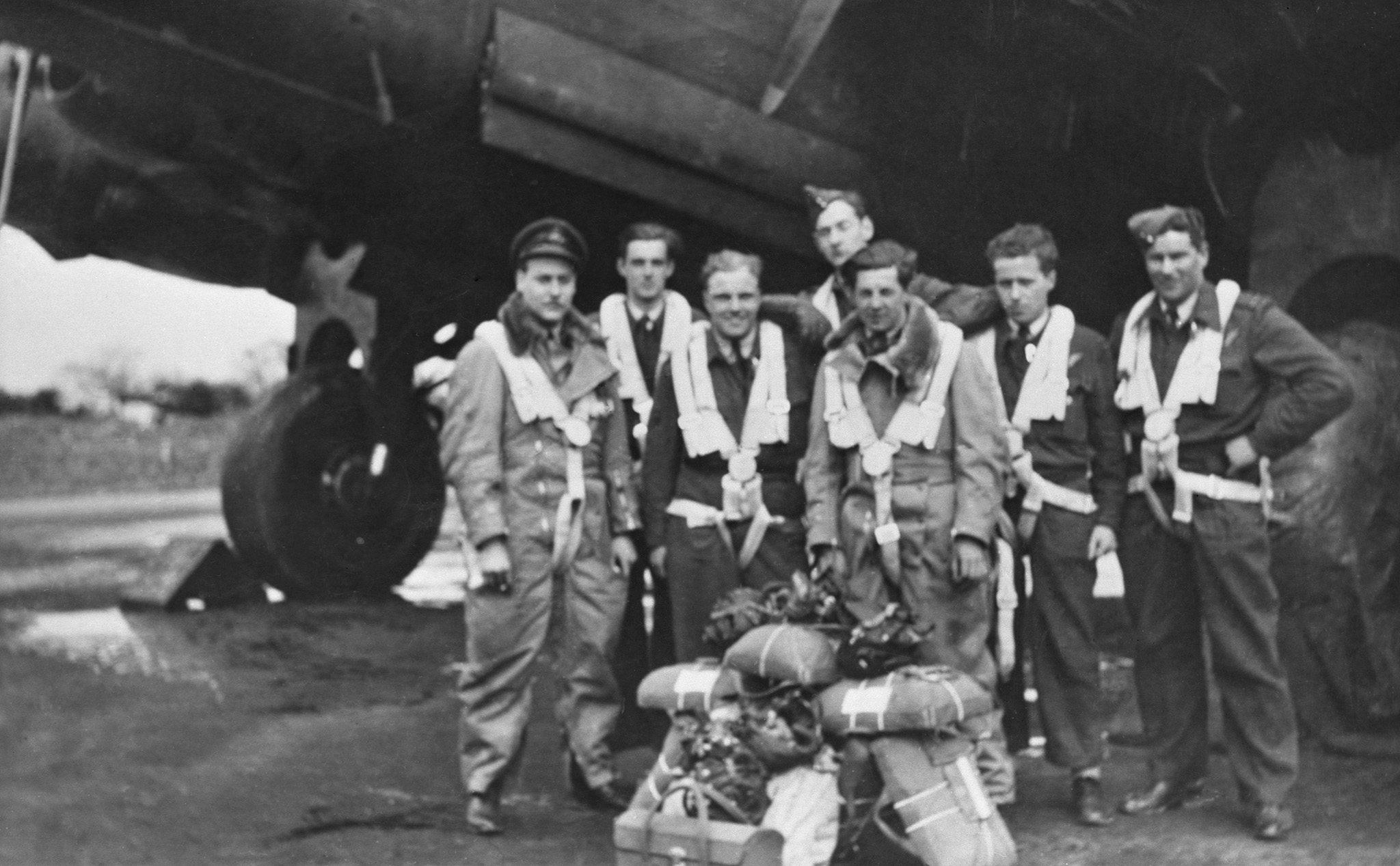 The crew of Lancaster KB726, code named VR-A, from left to right: Flying Officer Pat Brophy (rear gunner), Pilot Officer Jim Kelly (wireless operator), Flight Sergeant Roy Vigars (flight engineer), Flying Officer Art de Breyne (pilot), Pilot Officer Andrew Mynarski (mid-upper gunner), Pilot Officer Jack Friday (bomb aimer) and Flying Officer Bob Bodie (navigator). PHOTO: DND Archives, PL38265