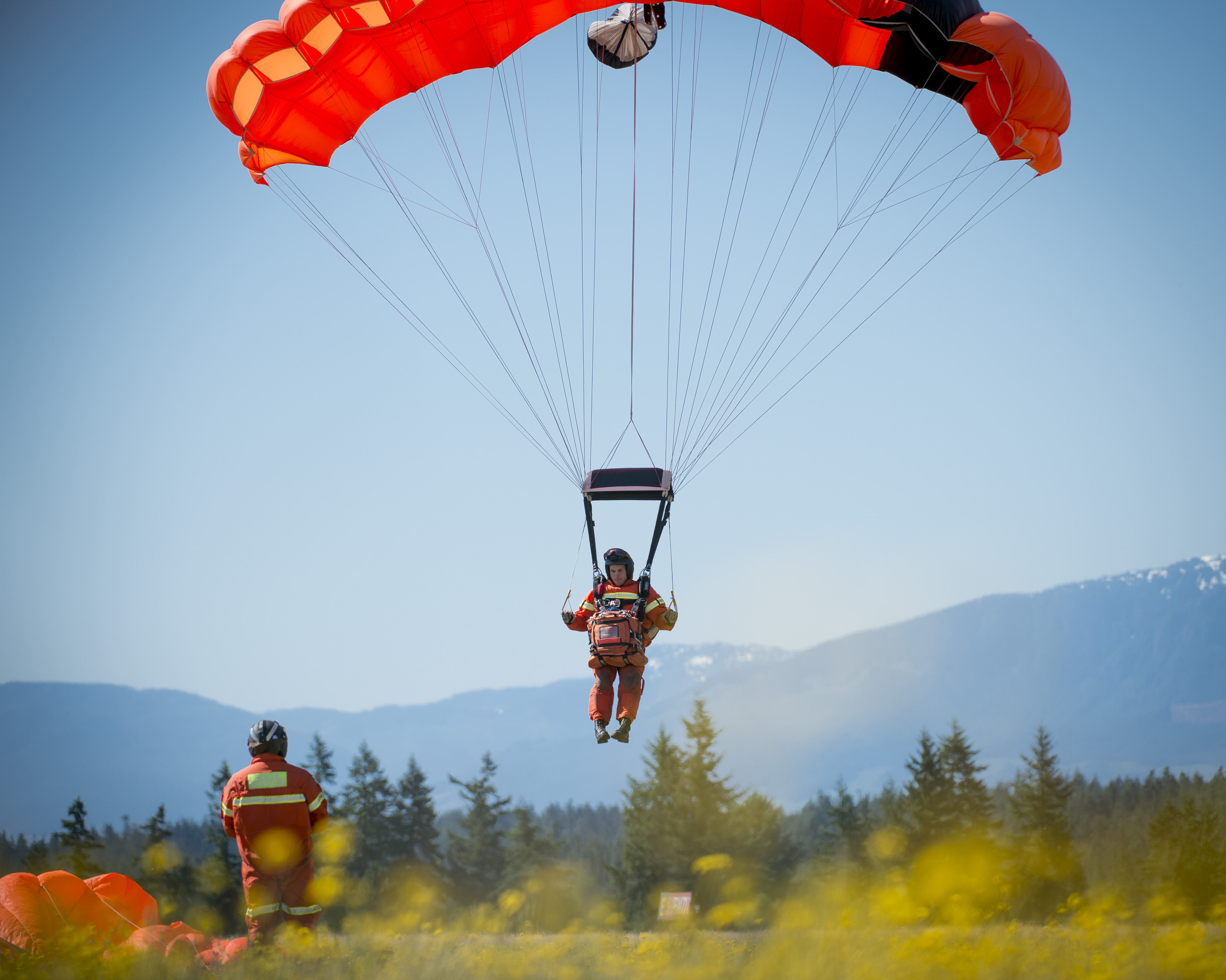 A graduate of Canada's 50th search and rescue technician course successfully parachutes into the course's graduation parade in Comox, British Columbia, on July 6, 2017. PHOTO: Master Seaman Roxanne Wood, CX04-2017-0259-021