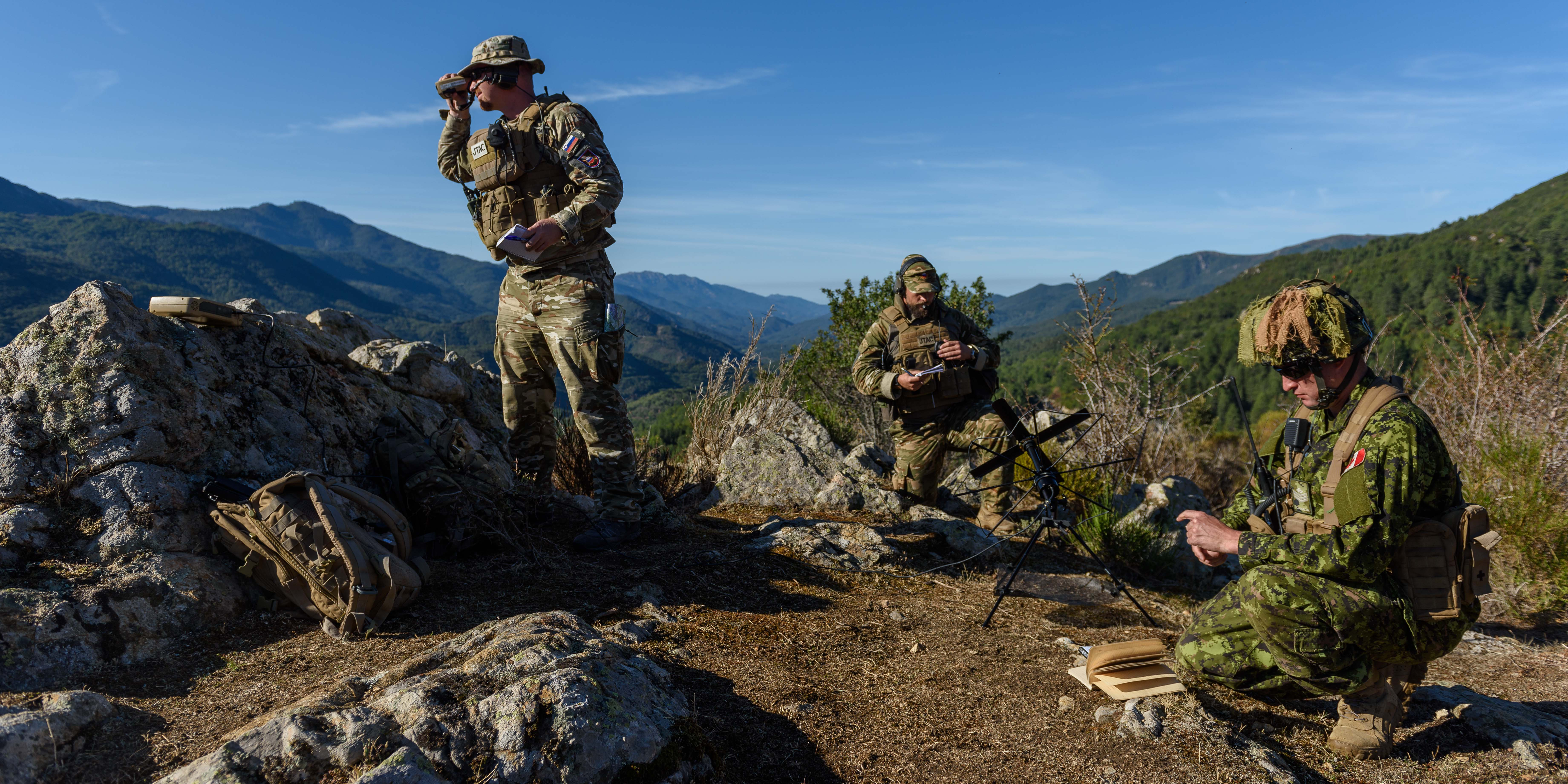 On September 22, 2017, Sergeant Tyler Syme observes the Slovenian joint terminal air controller team's procedures near the town of Ciamannacce in Corsica during SERPENTEX 2017. PHOTO: Master Corporal Louis Brunet, BN53-2017-0006-016