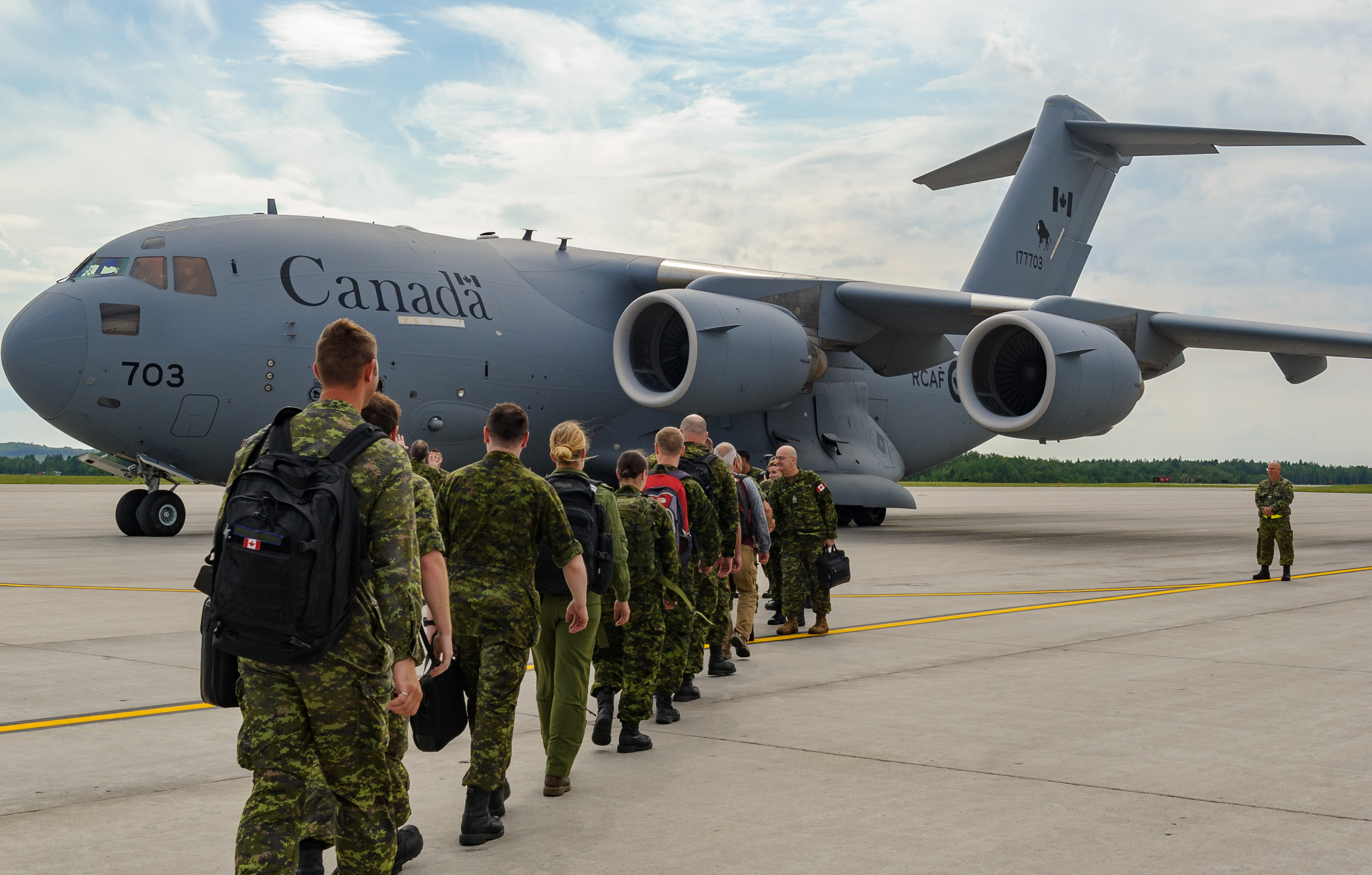 On August 11, 2017, in Bagotville, Quebec, members of the Airfield Activation Surge Team (AFAST) board the CC-177 Globemaster III that will take them to Romania. PHOTO: Private Mylène Bissonnette, BN10-2017-0484-008