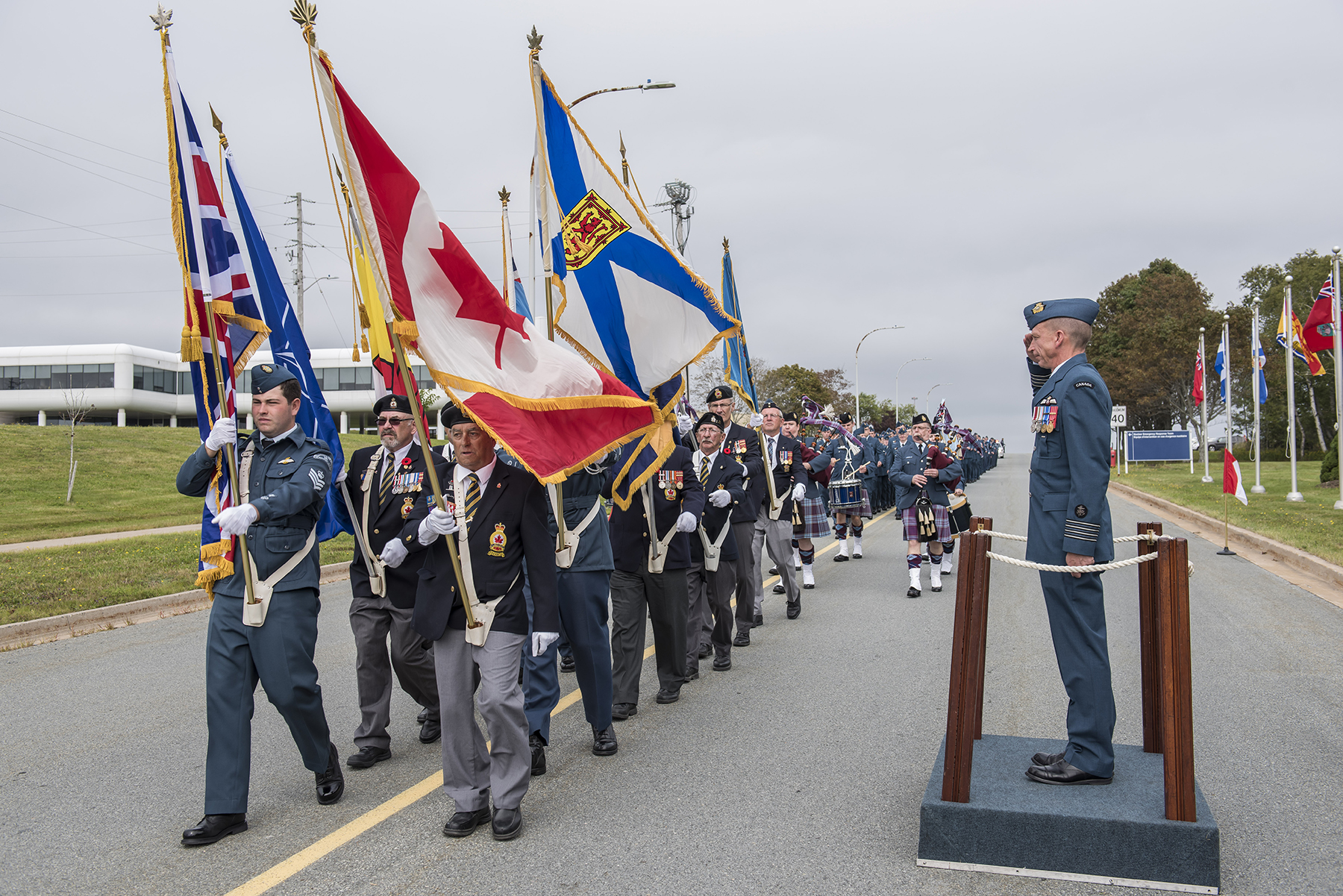 Wing commander Colonel Sid Connor (right) salutes the Colour Party during a parade and ceremony commemorating the Battle of Britain held at 12 Wing Shearwater, Nova Scotia, on September 17, 2017. PHOTO: Corporal Anthony Laviolette, SW04-2017-0250-033
