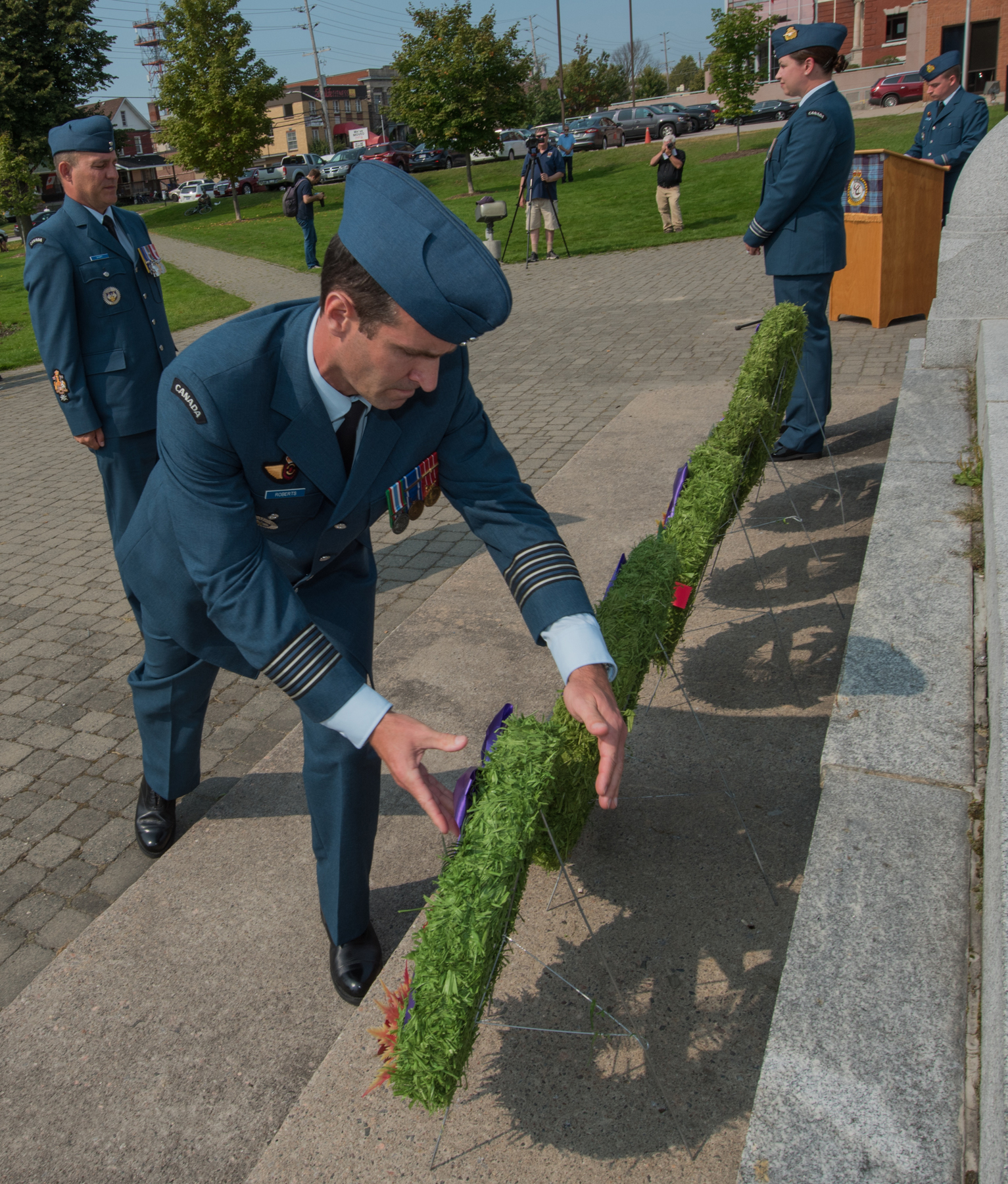 During the annual Battle of Britain ceremony at Royal Canadian Legion Branch 23 in North Bay, Ontario, 22 Wing commander Colonel Mark Roberts lays a wreath on behalf of the wing at the War Cenotaph on September 17, 2017. PHOTO: Corporal Joseph Morin, NB02-2017-0211-020
