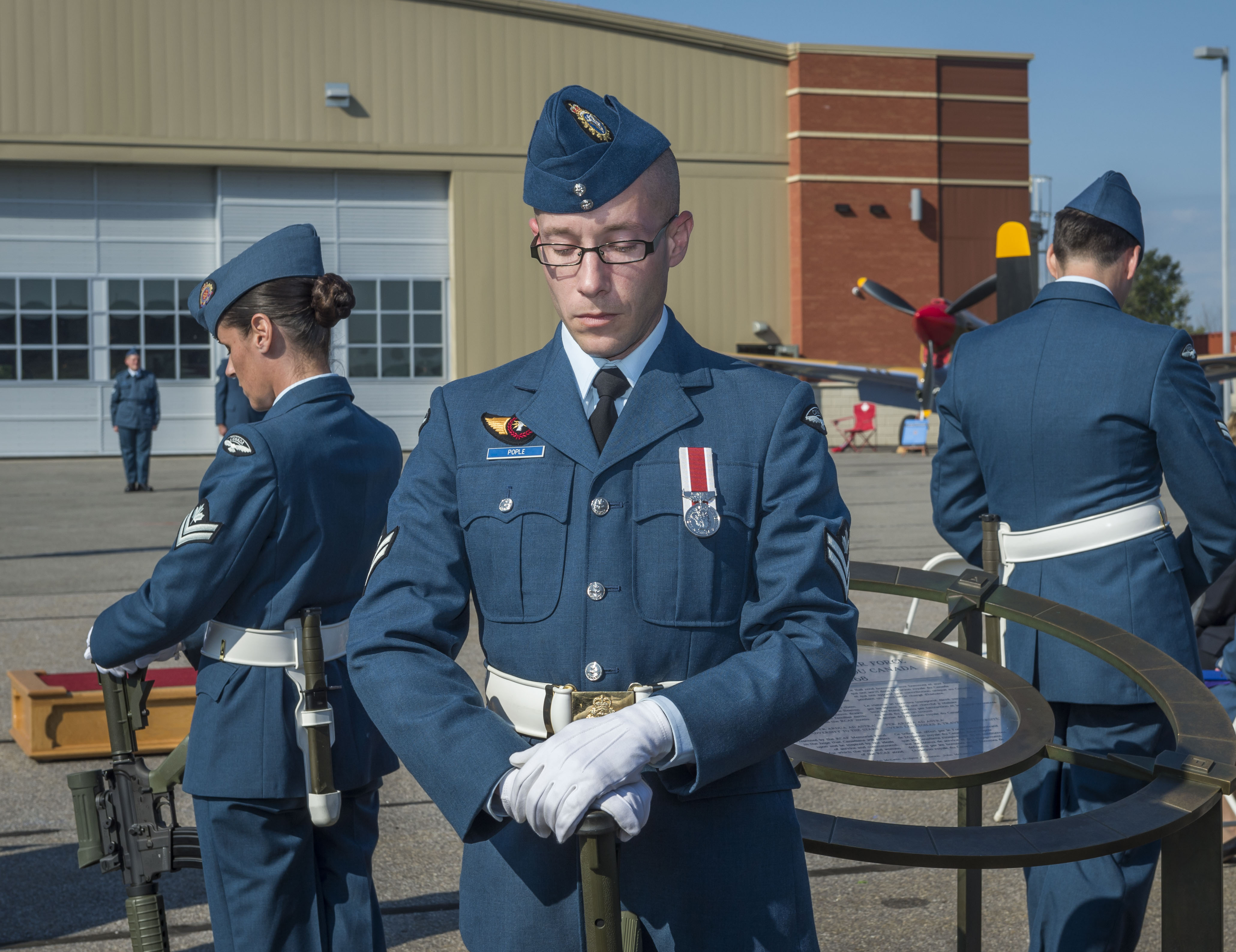 Master Corporal James Pople, standing with his head bowed and rifle reversed, was one of the four sentries surrounding the Cenotaph during the national Battle of Britain commemorative ceremony in Gatineau, Quebec, on September 17, 2017. PHOTO: Corporal Alana Morin, FA03-2017-0119-025