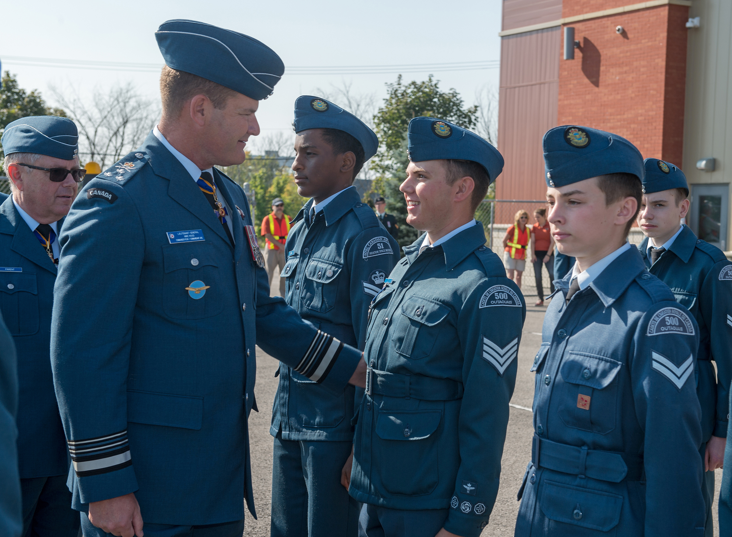 Lieutenant-General Michael Hood speaks to air cadets on parade during the national Battle of Britain commemorative ceremony in Gatineau, Quebec, on September 17, 2017. Cadets from a number of National Capital Region cadet squadrons, including 5 Cyclone, 51 Canadian Aviation and Space Museum, 75 Barrhaven, 500 Outaouais, 632 Phoenix, 742 National Capital, 832 Twillick and 872 Kanata Squadrons, took part in the event. PHOTO: Corporal Michael J. MacIsaac, SU12-2017-1086-015