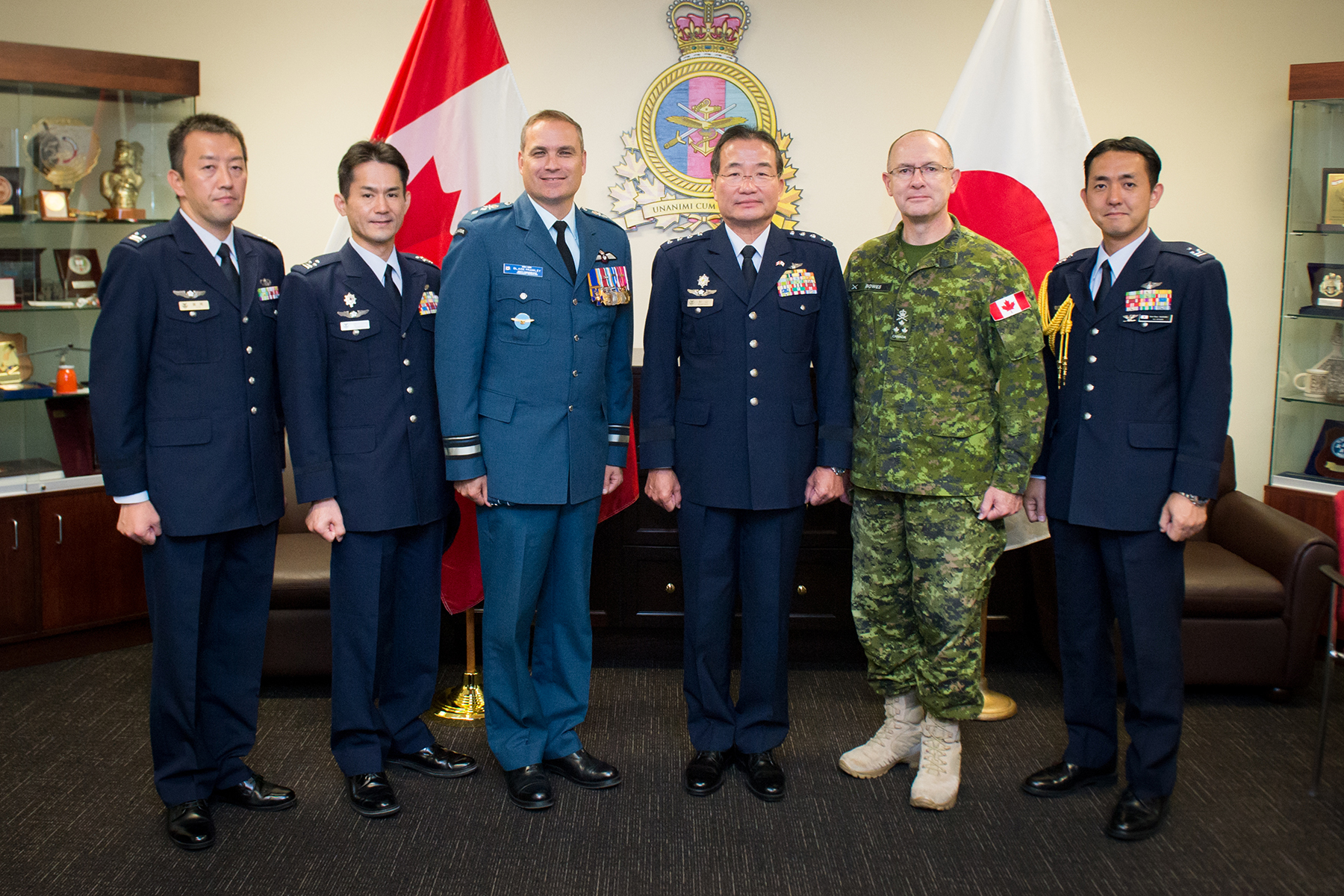 From left, Colonel Dan Suzuki, Air Attaché to the Embassy of Japan in the U.S.; Colonel Yasuhiro Ogawa, Deputy Director, Defence Plans/Policies and Programs Division, Air Staff Office, Japan Air Self-Defence Force (JASDF); Major-General Blaise Frawley, Deputy Commander of the RCAF; General Yoshiyuki Sugiyama, Chief of Staff, Koku-Jieitai, (JASDF); Lieutenant-General Steve Bowes, Commander Canadian Joint Operations Command; and Lieutenant Colonel Takehiro Lio, Staff, Defence Plans/Policies and Programs Division, Air Staff Office, JASDF; gather after signing the visitors' book at Canadian Joint Operations Command Headquarters in Ottawa, Ontario, on September 22, 2017. PHOTO: Private Tori Lake, SU14-2017-1136-004