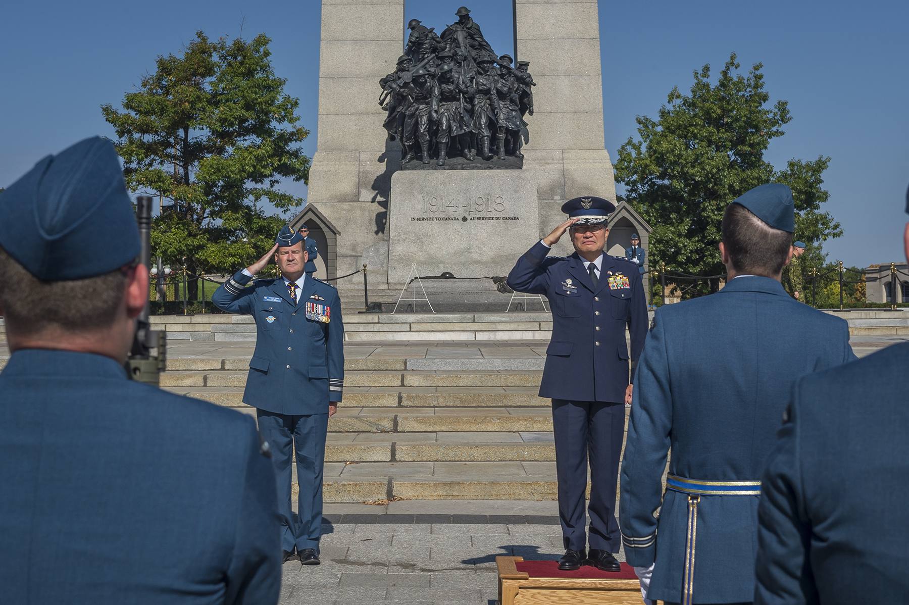 Lieutenant-General Michael Hood (left background), Commander Royal Canadian Air Force, and General Yoshiyuki Sugiyama, Chief of Staff, Japan Air Self-Defense Force, salute during a September 22, 2017, wreath-laying ceremony held at Canada's National War Memorial in Ottawa, Ontario. PHOTO: Corporal Alana Morin, FA03-2017-0122-001