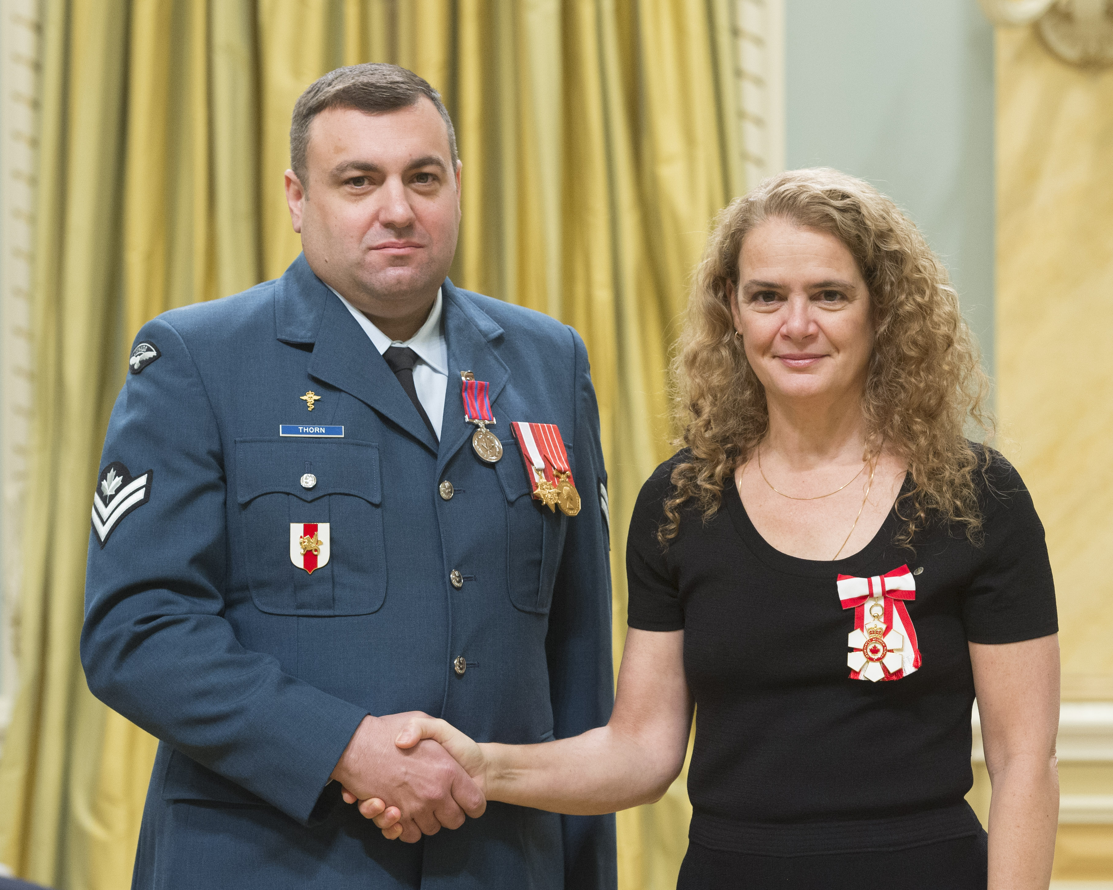 Governor General Julie Payette shakes hands with Master Corporal Shawn Thorn after presenting him with the Medal of Bravery on November 23, 2017, at Rideau Hall in Ottawa. Master Corporal Thorn and three other members of the Canadian Armed Forces received the decoration for rescuing a family from their burning home. PHOTO: Sergeant Johanie Maheu, Rideau Hall, © OSGG, GG05-2017-0418-045