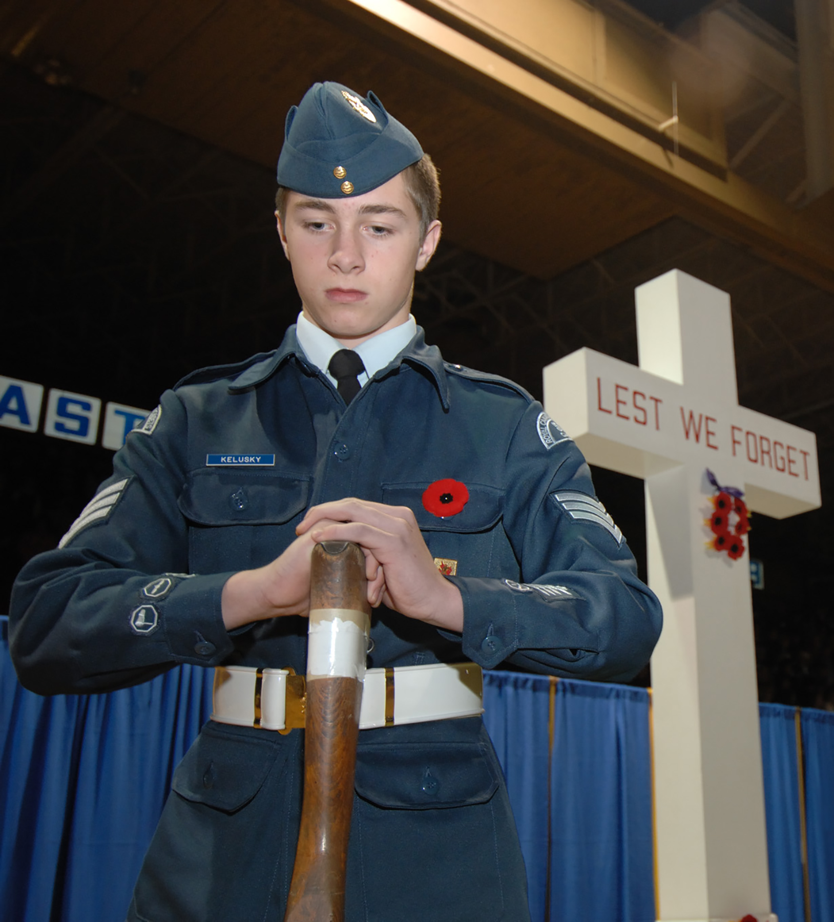 "Sergeant M. Kelusky, with the 547 ""Canuck"" Royal Canadian Air Cadet Squadron, stands vigil during the November 11, 2006, 22 Wing Remembrance Day ceremony at Memorial Gardens in North Bay, Ontario. PHOTO: Corporal Matthew McGregor, NB2006-0164-14"
