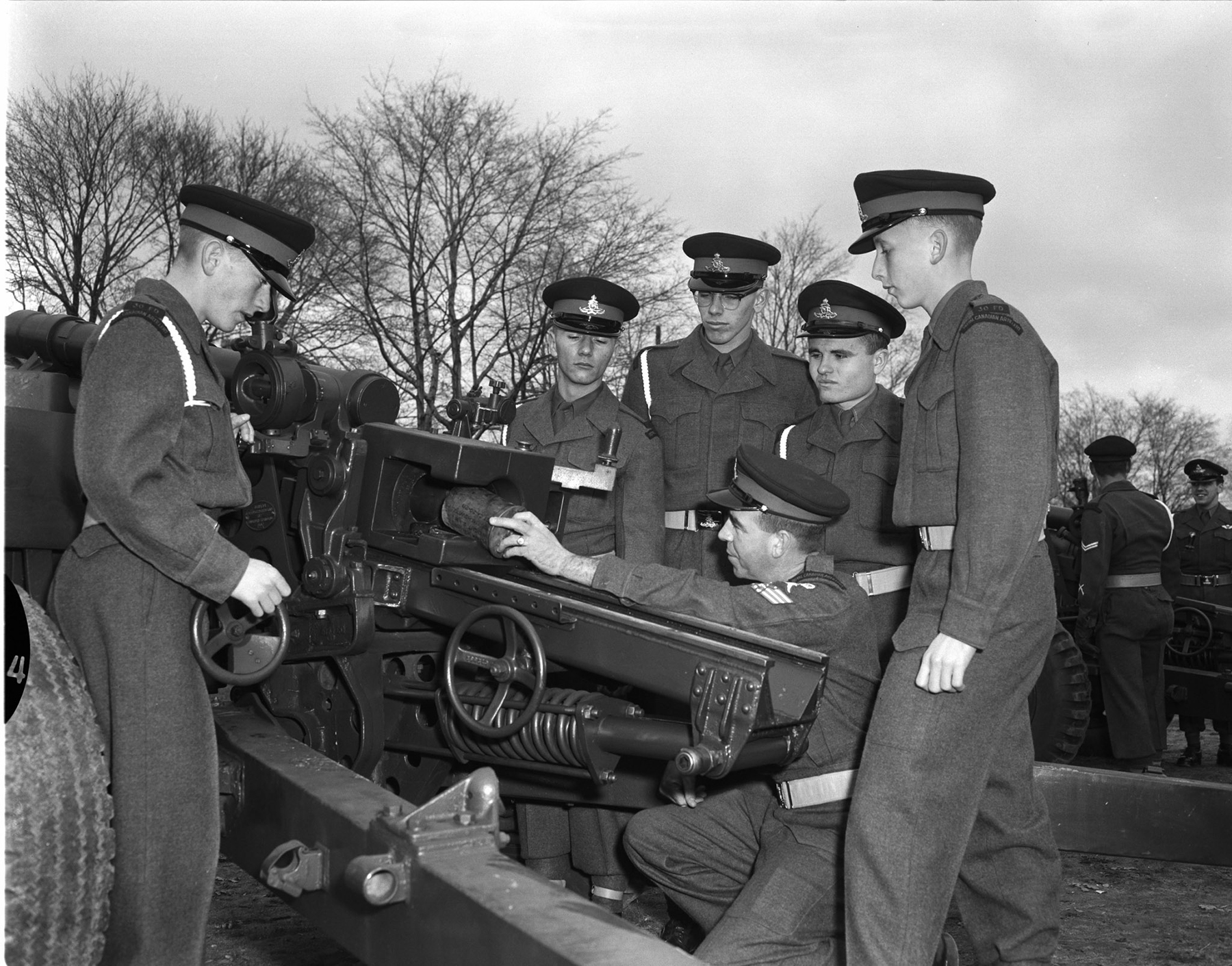 On November 7, 1960, practice makes perfect, even for ceremonial gun crews warming up their 105 mm howitzers for Remembrance Day. PHOTO: DND Archives, Z-9241-8
