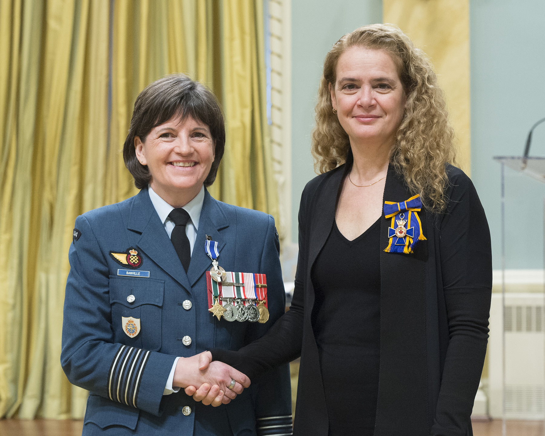 Colonel Angela Marie Banville receives the Meritorious Service Medal (Military Division) from Governor General and Commander-in-Chief of Canada Julie Payette on February 28, 2018. PHOTO: Sergeant Johanie Maheu, OSGG, GG05-2018-0066-021