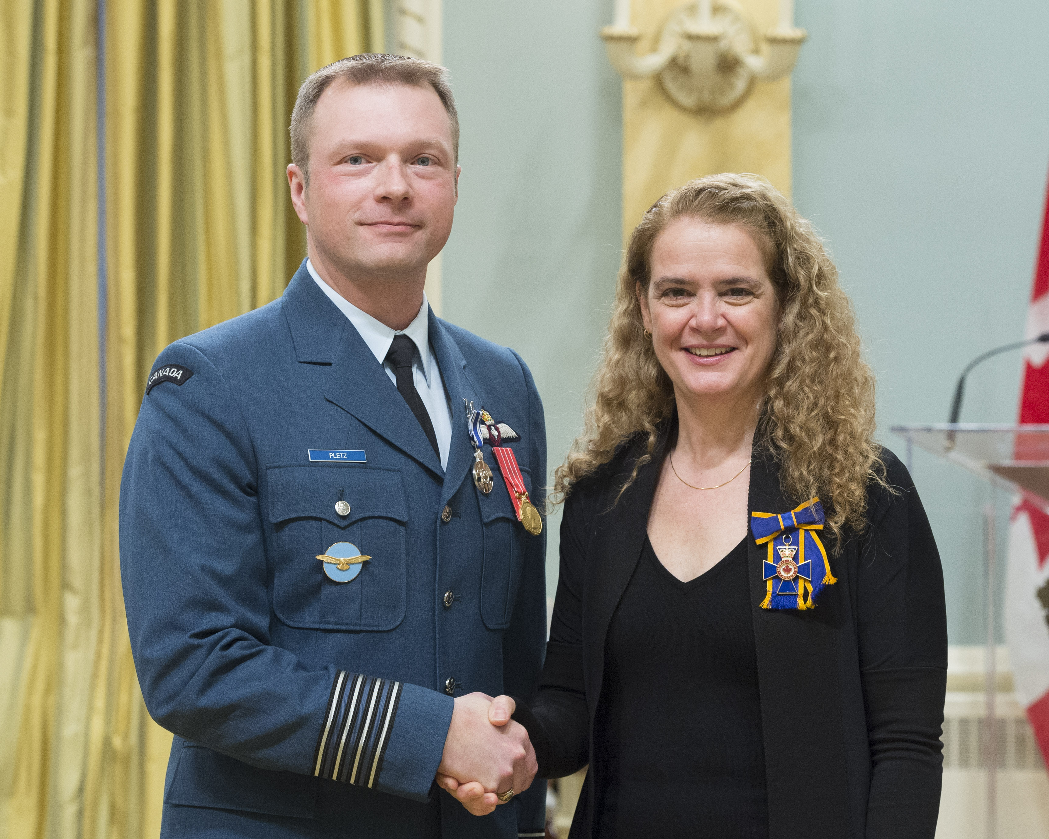 Lieutenant-Colonel David James Pletz receives the Meritorious Service Medal (Military Division) from Governor General and Commander-in-Chief of Canada Julie Payette on February 28, 2018. PHOTO: Sergeant Johanie Maheu, OSGG, GG05-2018-0066-045