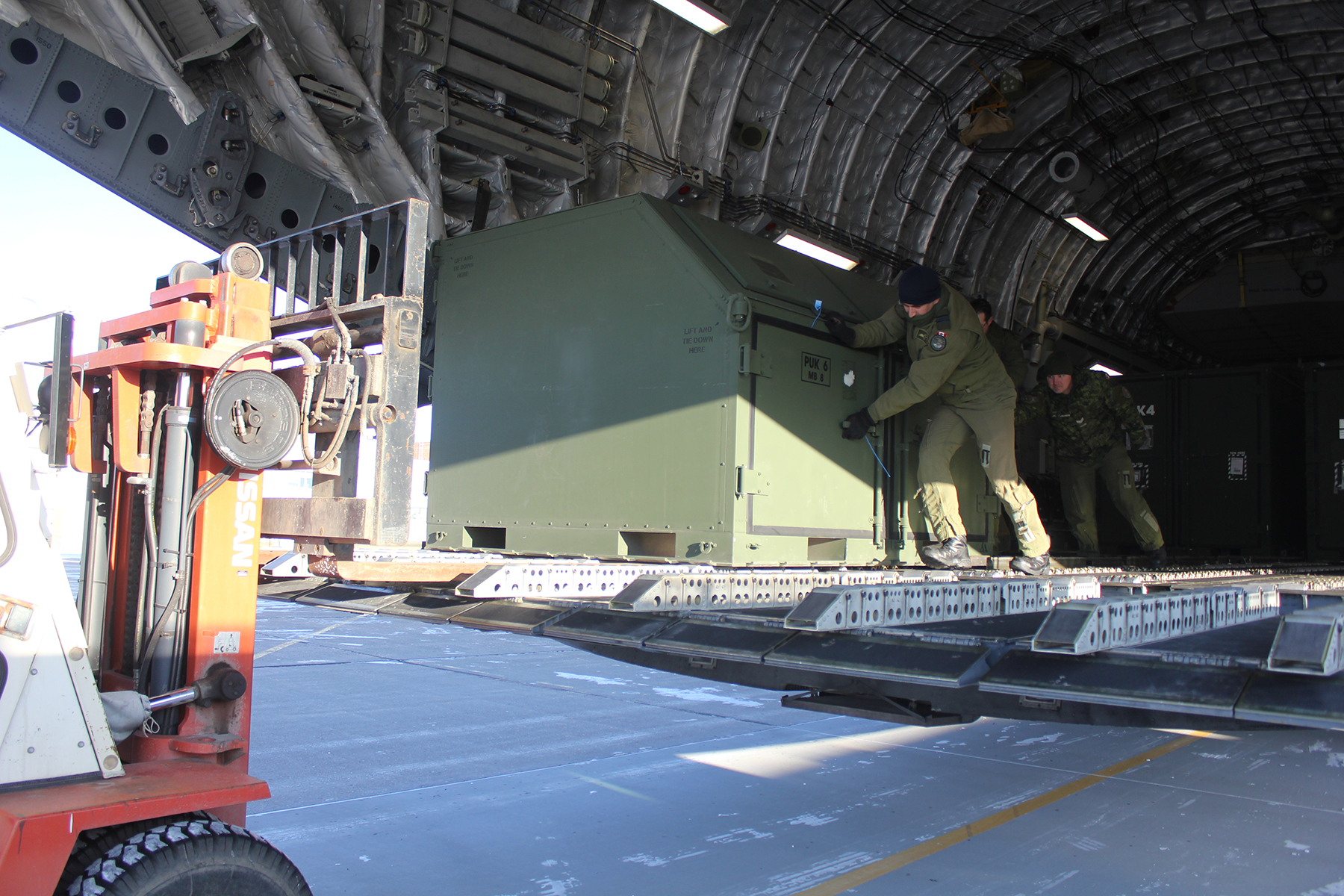 Traffic techs prepare to unload 409 Tactical Fighter Squadron gear from a CC-177 Globemaster. PHOTO: Jeff Gaye