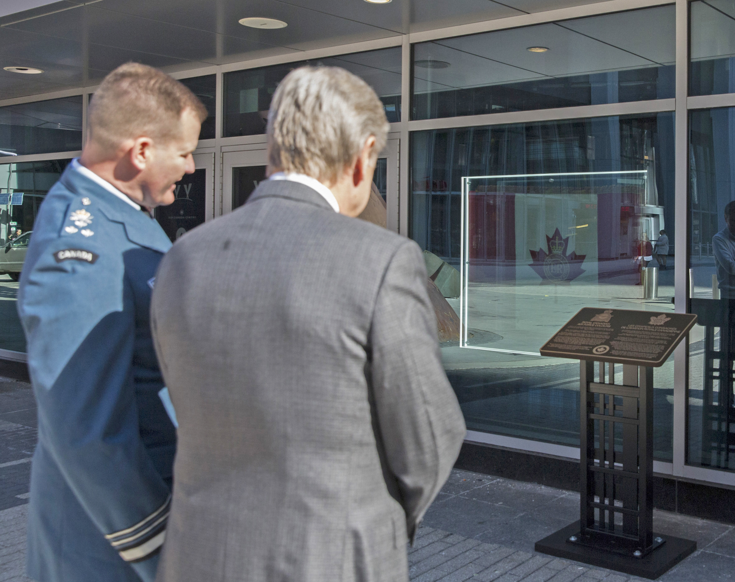 Lieutenant-General Hood and Mr. Friisdahl discuss the appearance of the Colours from the exterior of the Air Canada Centre. PHOTO: MLSE